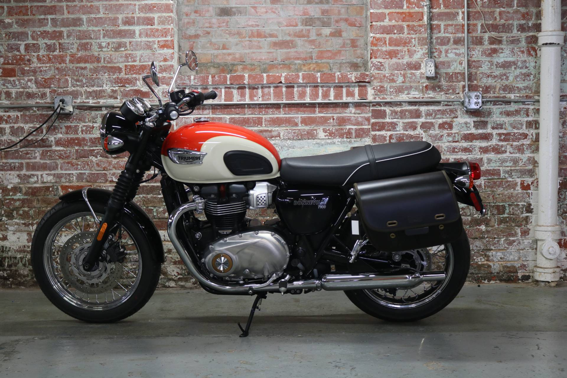 2018 Triumph Bonneville T100 in Greensboro, North Carolina - Photo 2