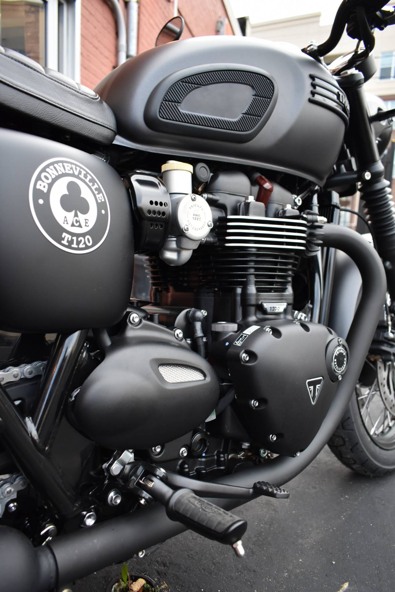 2020 Triumph Bonneville T120 ACE in Greensboro, North Carolina - Photo 10
