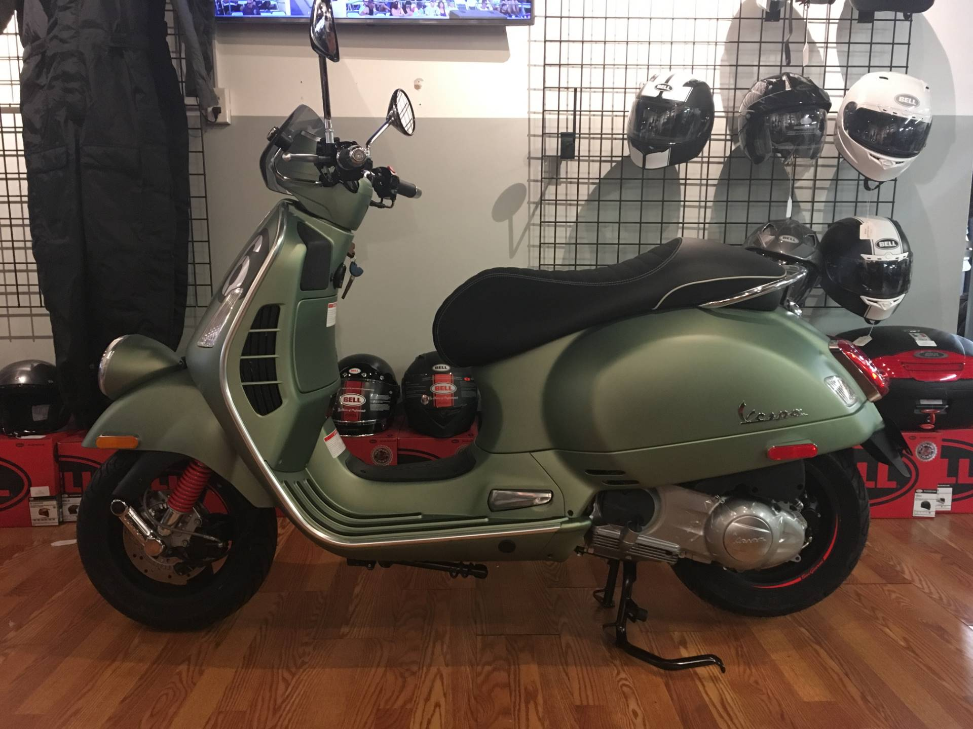 2018 Vespa Sei Giorni 300 in Greensboro, North Carolina