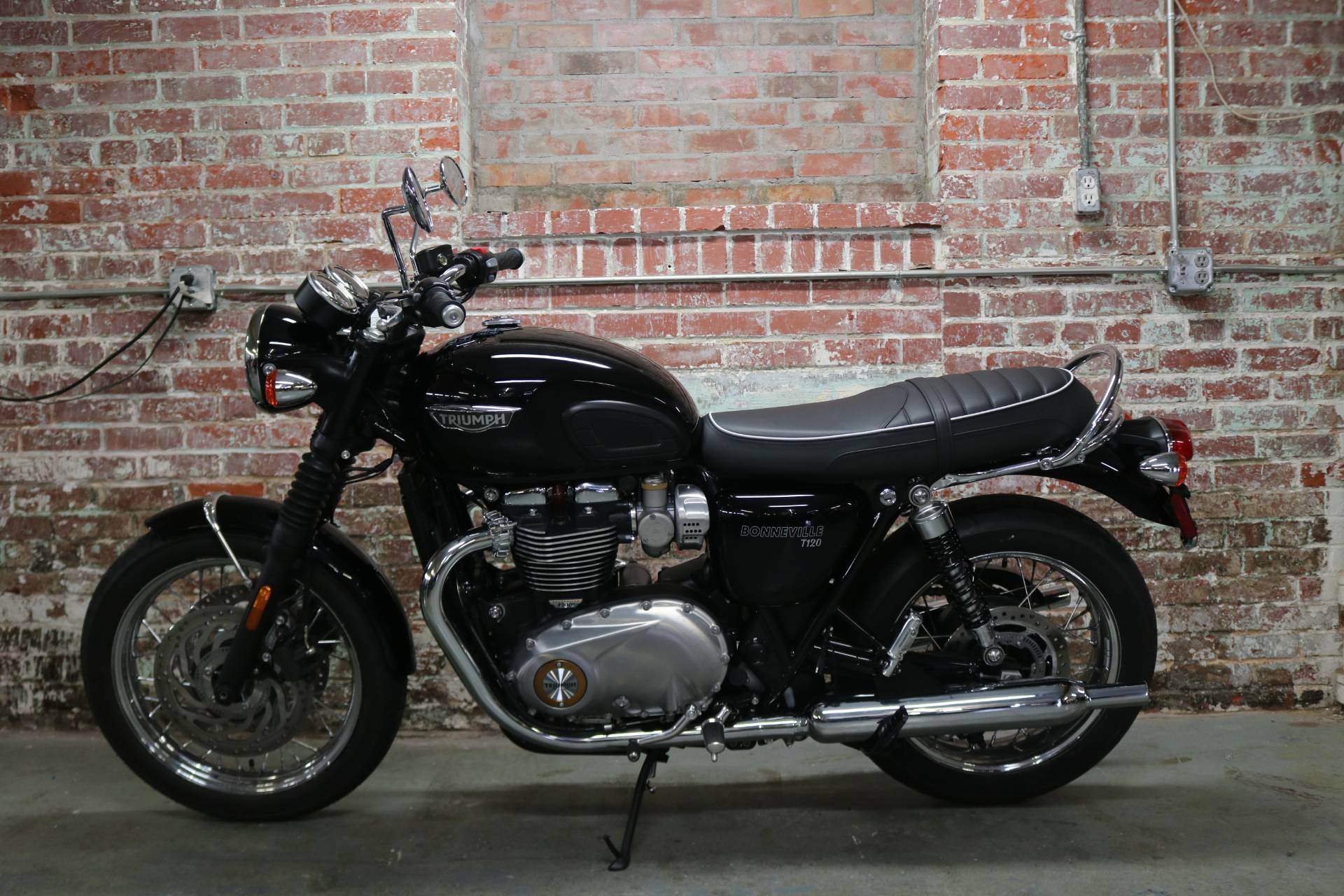 2017 Triumph Bonneville T100 in Greensboro, North Carolina - Photo 2