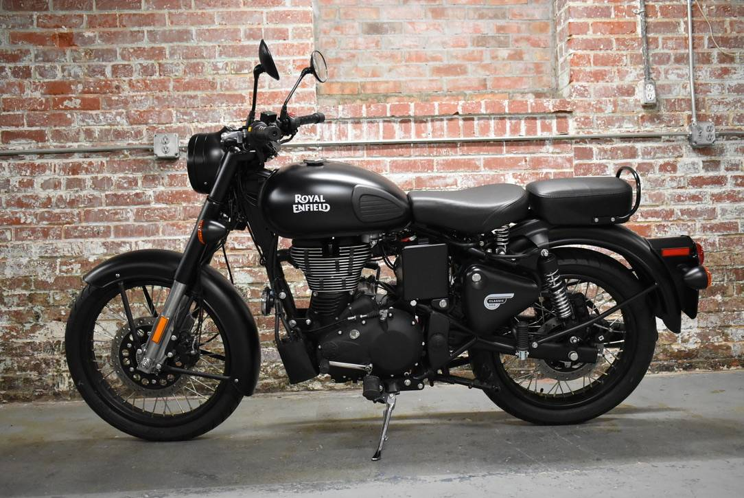 2018 Royal Enfield Classic Stealth Black ABS in Greensboro, North Carolina - Photo 3