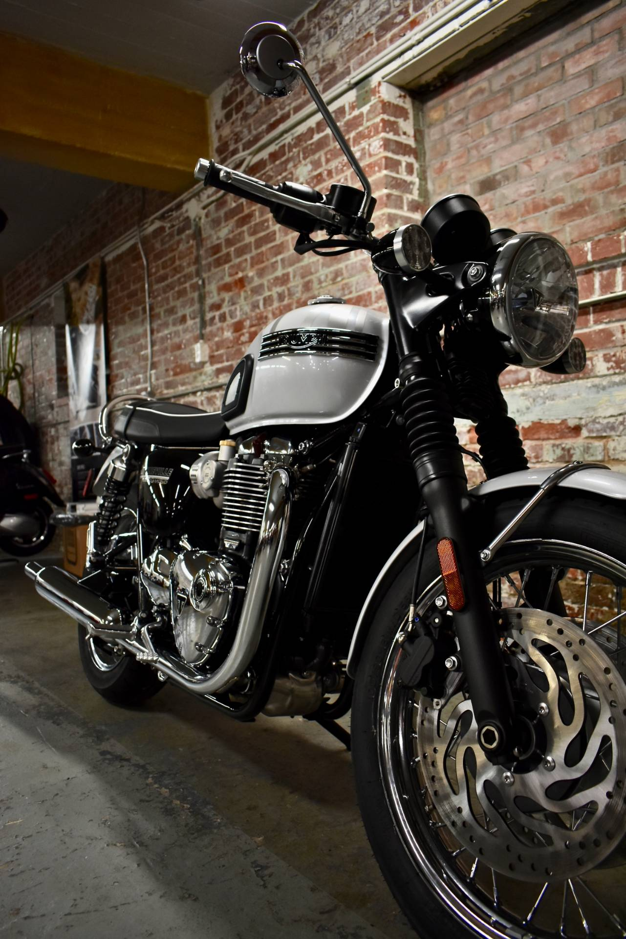 2020 Triumph Bonneville T120 Diamond Edition in Greensboro, North Carolina - Photo 2