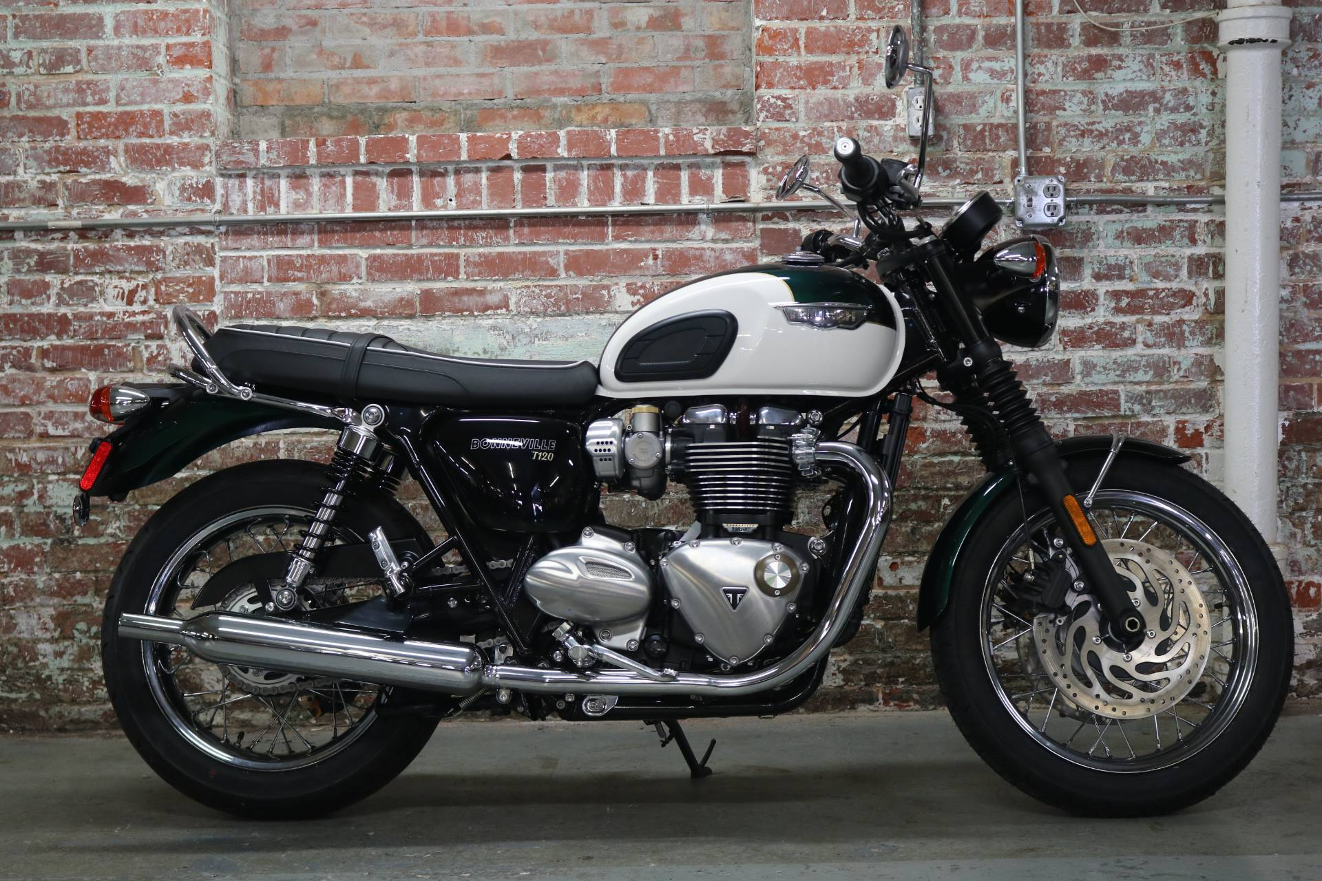 2018 Triumph Bonneville T120 in Greensboro, North Carolina - Photo 1
