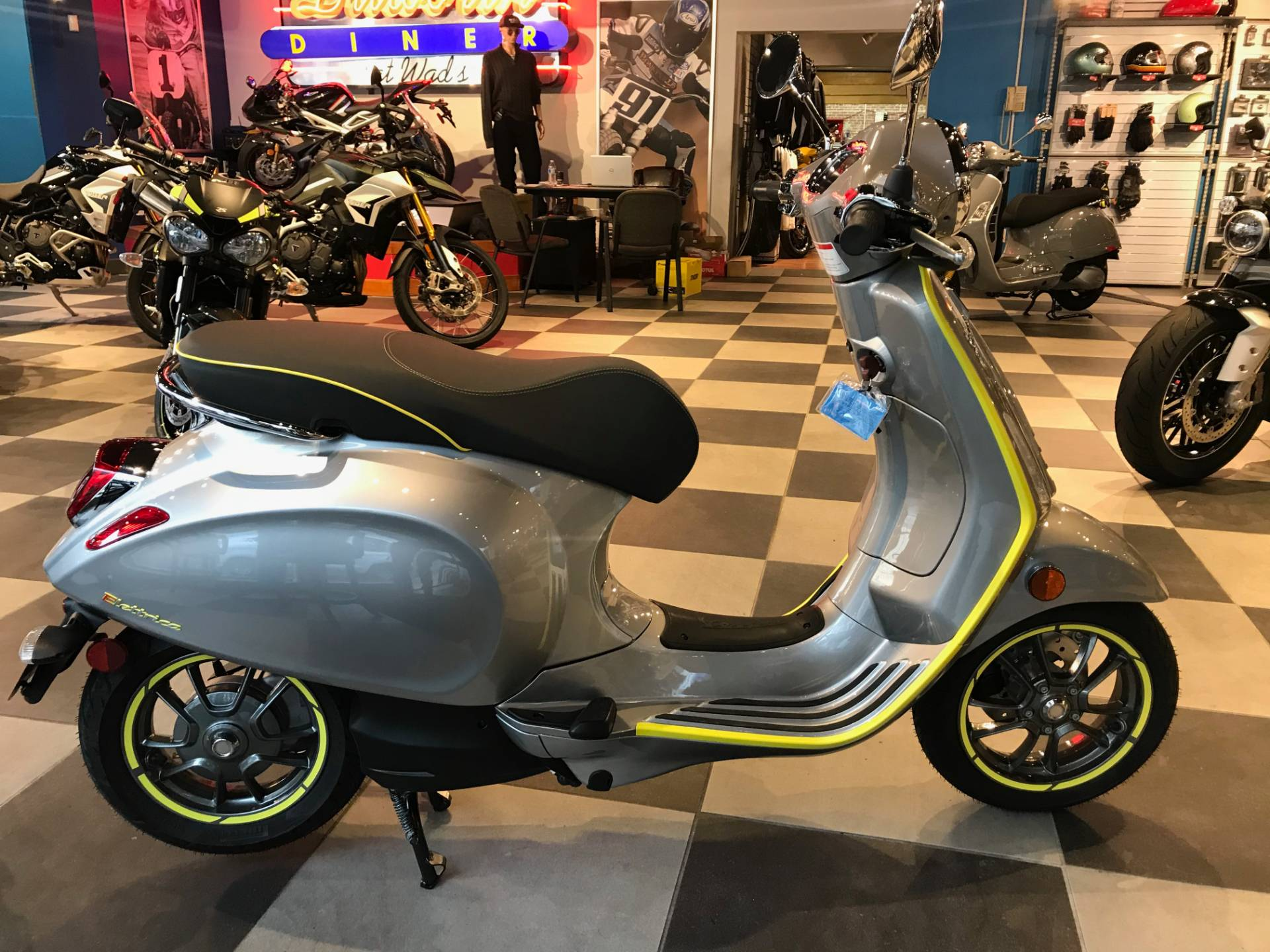2021 Vespa Elettrica 45 MPH in Greensboro, North Carolina - Photo 4