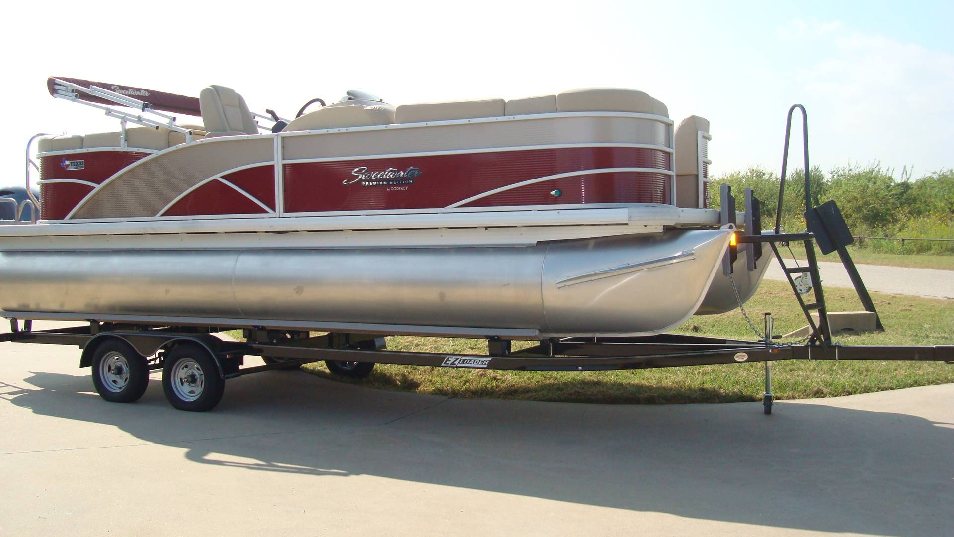 2016 Sweetwater Premium Edition 220 SLC in Lewisville, Texas