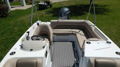 2016 Hurricane SunDeck Sport 188 OB in Lewisville, Texas - Photo 8