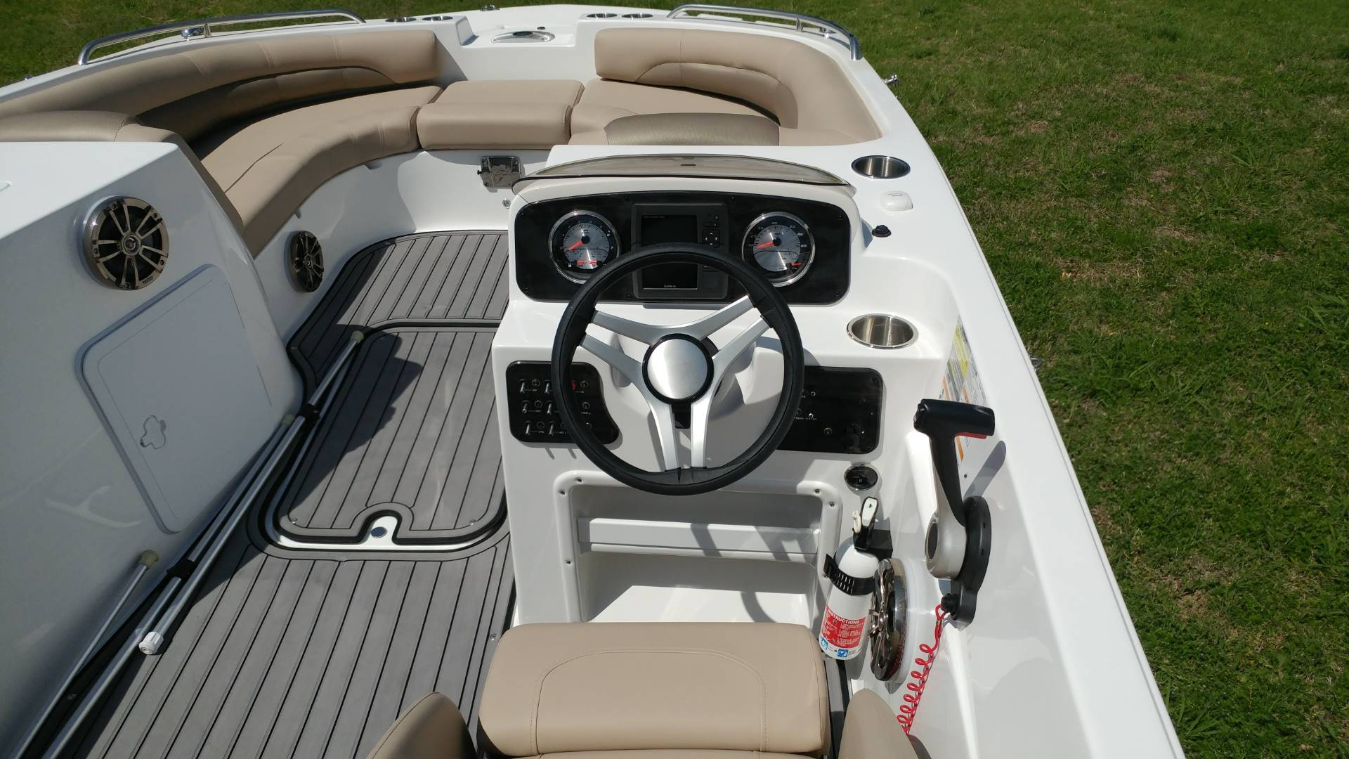2016 Hurricane SunDeck Sport 188 OB in Lewisville, Texas - Photo 9