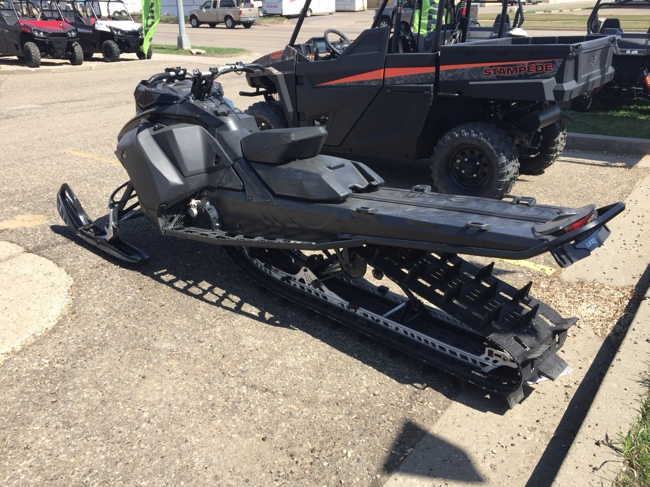 2017 Ski-Doo Summit X 165 850 E-TEC, PowderMax 3.0 in. in Bismarck, North Dakota - Photo 2