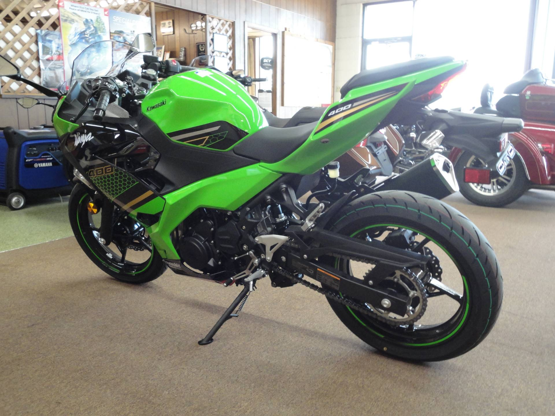2020 Kawasaki Ninja 400 KRT Edition in Norfolk, Nebraska - Photo 4