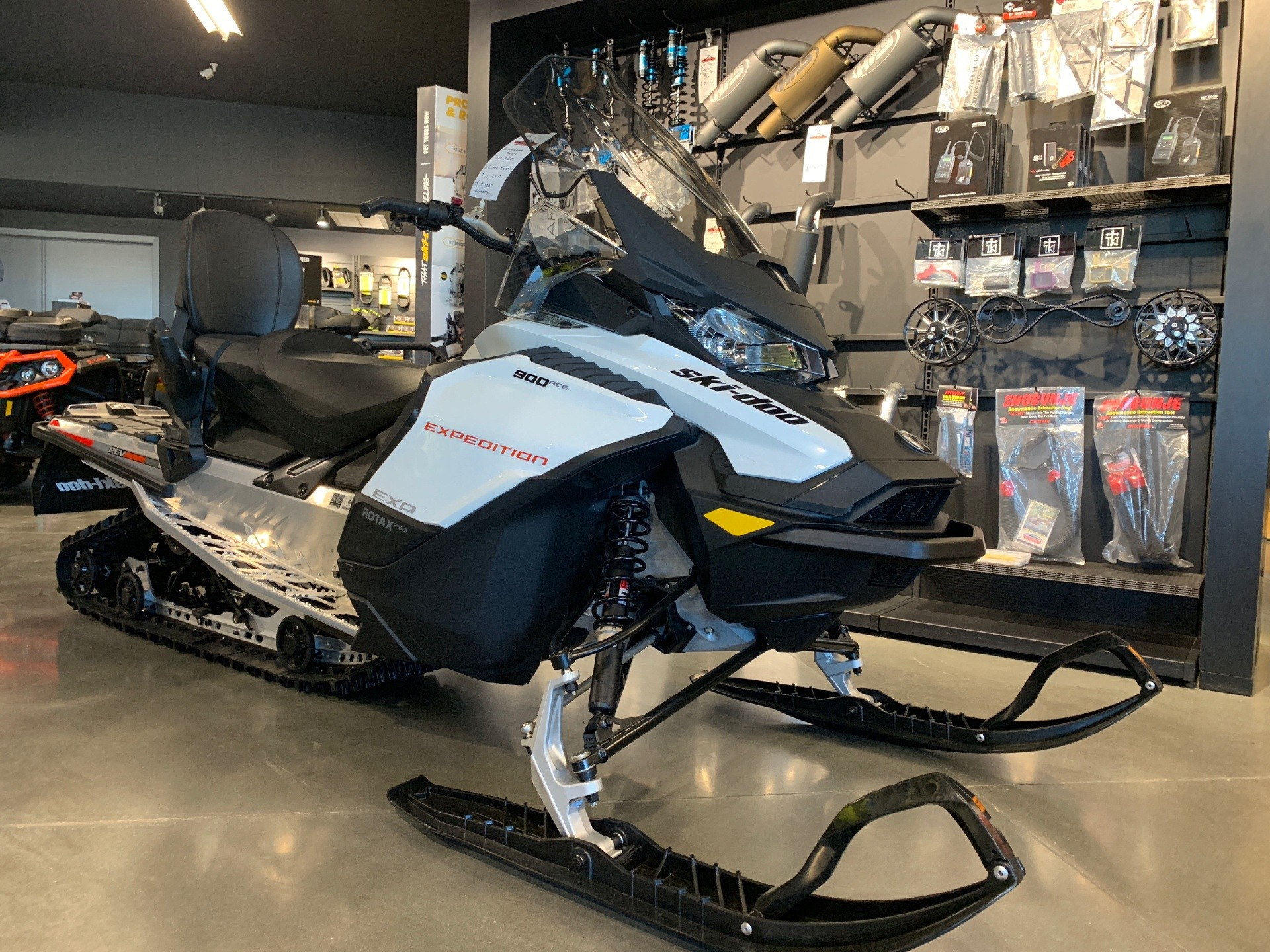 2019 Ski-Doo Expedition Sport 900 ACE 1