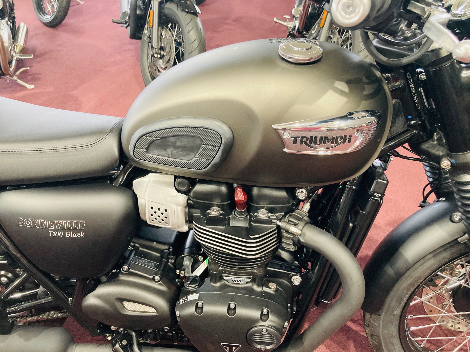 2020 Triumph Bonneville T100 Black in Belle Plaine, Minnesota - Photo 2