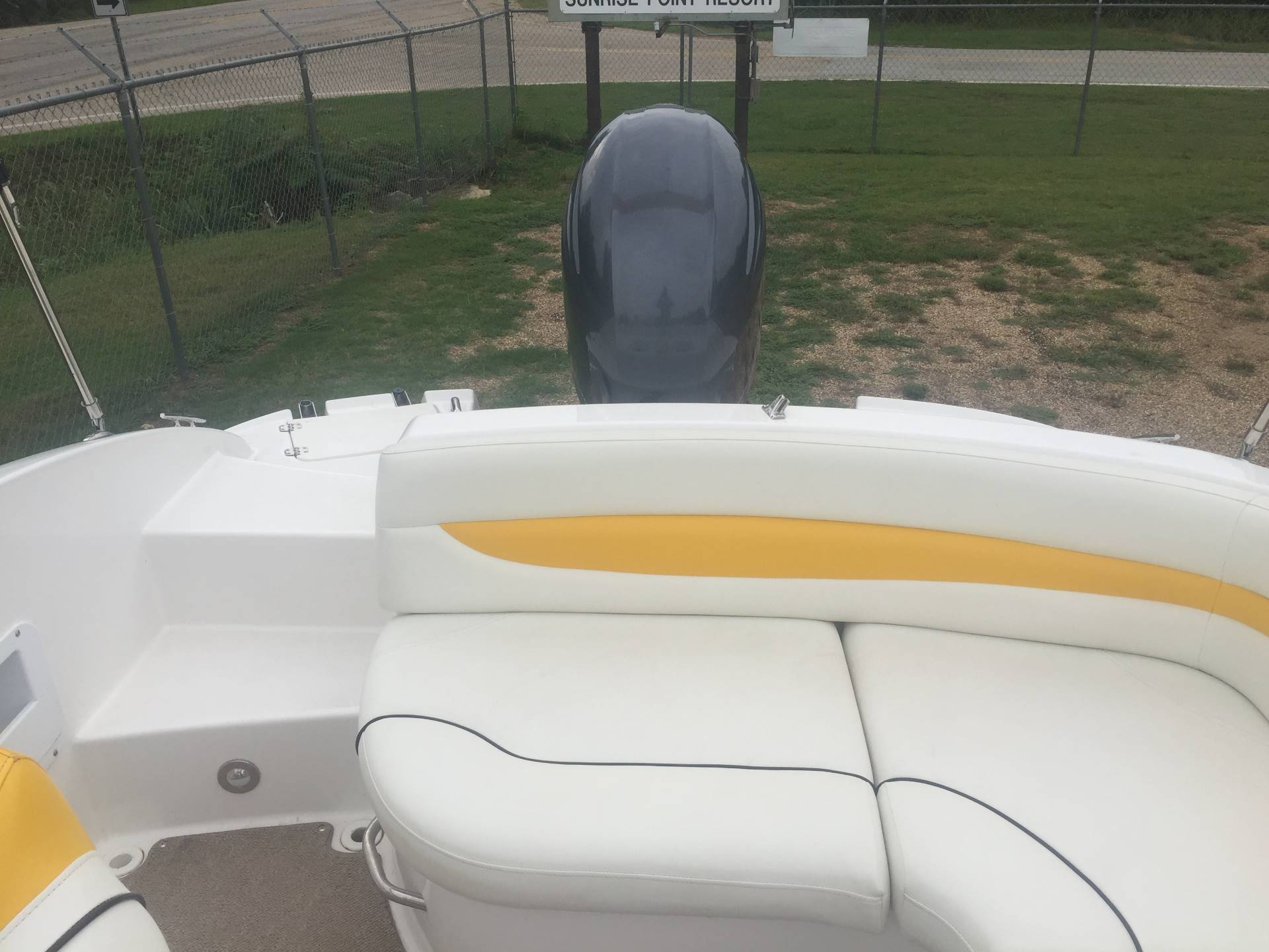 2013 Hurricane Sundeck Sport 203 in Mountain Home, Arkansas