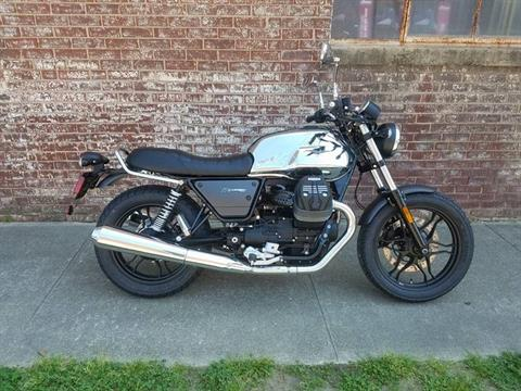 2018 Moto Guzzi V7 III Carbon Shine in Greensboro, North Carolina