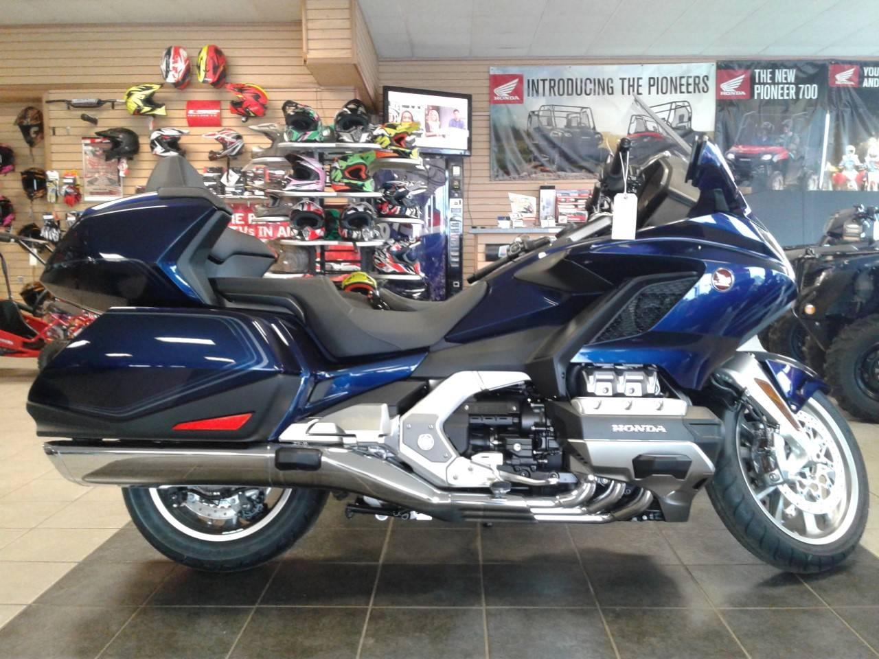 2019 Honda Gold Wing Tour Automatic DCT in Sumter, South Carolina - Photo 2