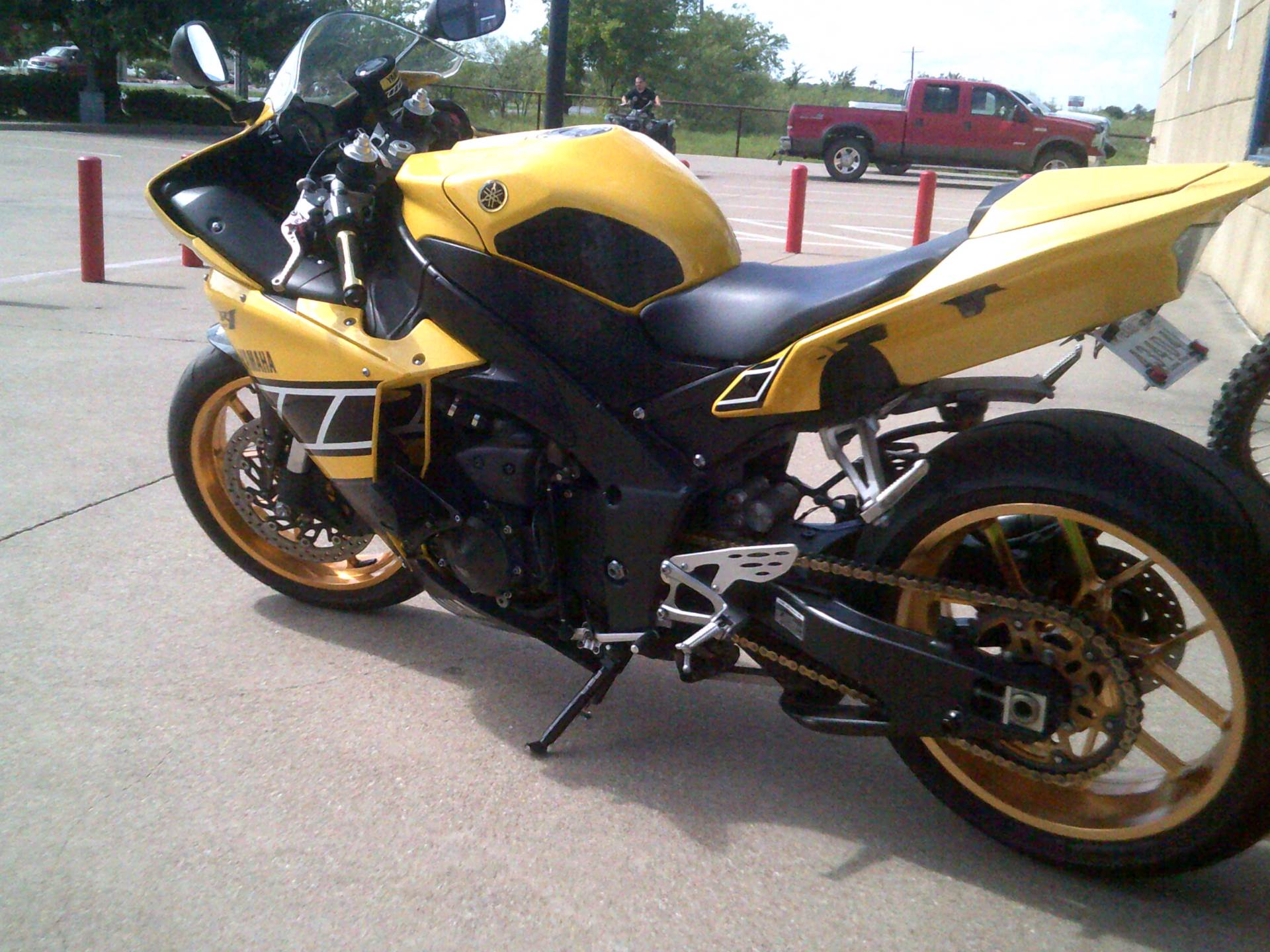 2010 Yamaha YZF-R1 in Burleson, Texas - Photo 2