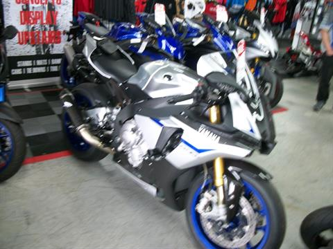 2015 Yamaha YZF-R1M in Simi Valley, California - Photo 2