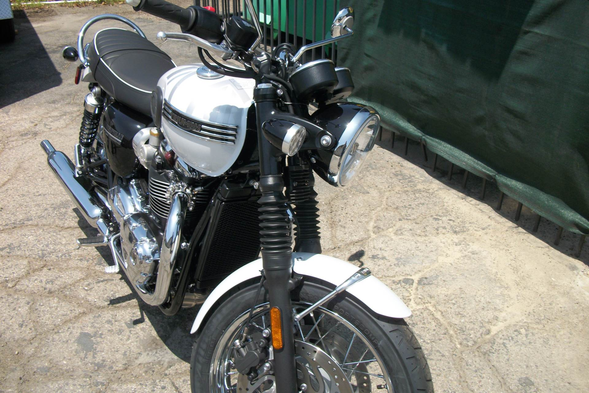 2020 Triumph Bonneville T120 Diamond Edition in Simi Valley, California - Photo 11