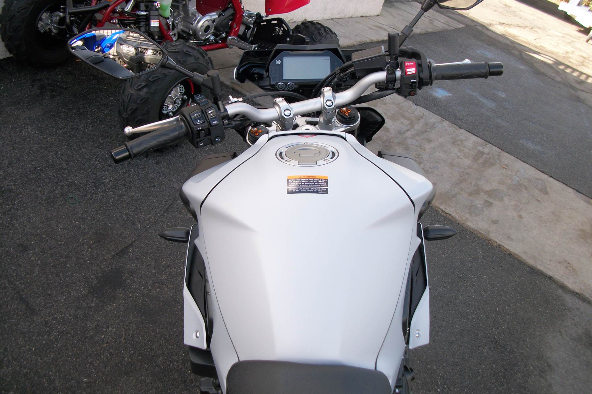 2019 Yamaha MT-10 in Simi Valley, California - Photo 5