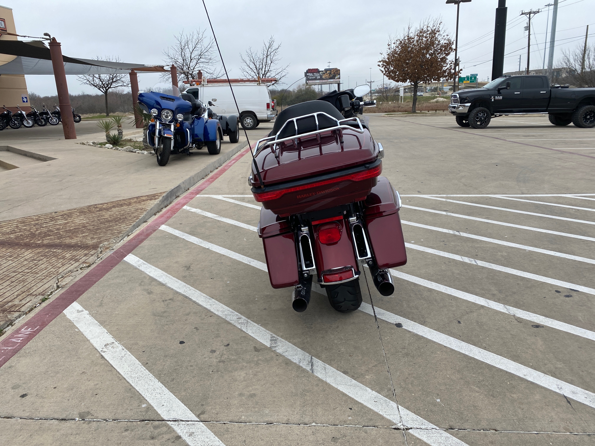 2015 Harley-Davidson Electra Glide® Ultra Classic® Low in San Antonio, Texas - Photo 9