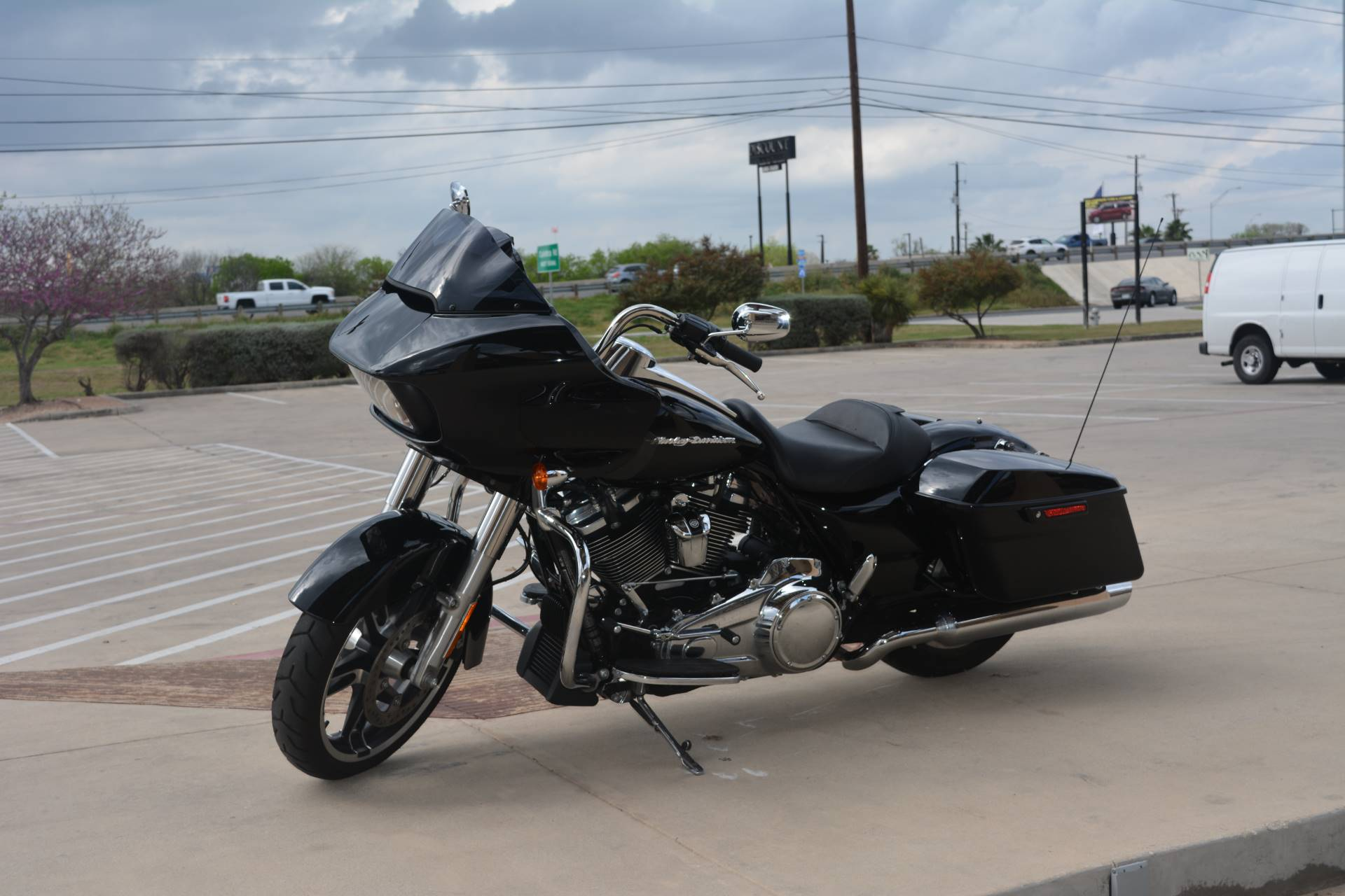 2017 Harley-Davidson Road Glide® Special in San Antonio, Texas - Photo 6