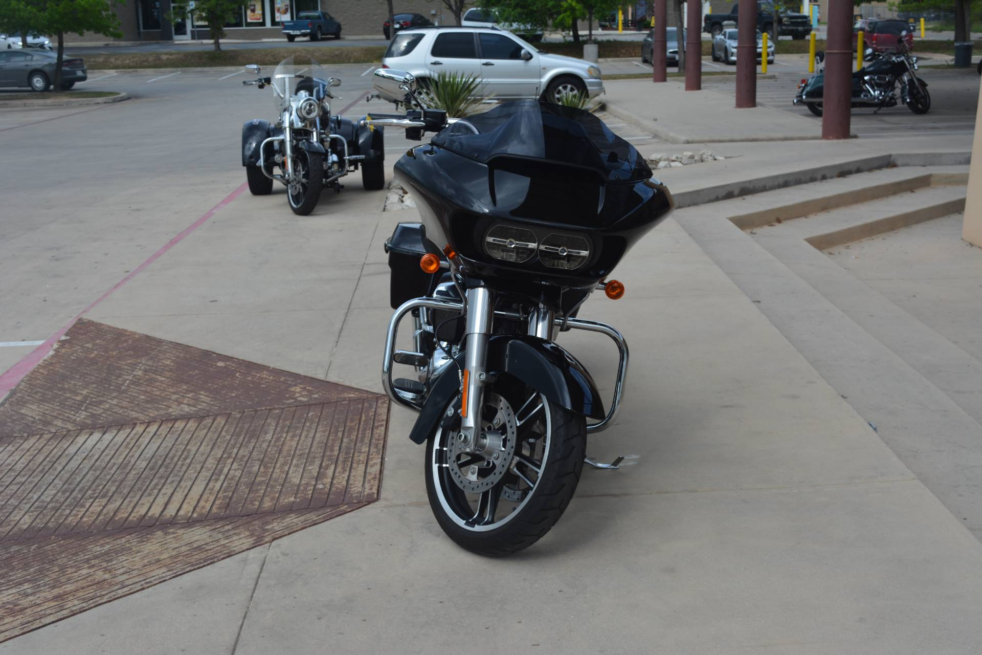 2017 Harley-Davidson Road Glide® Special in San Antonio, Texas - Photo 4