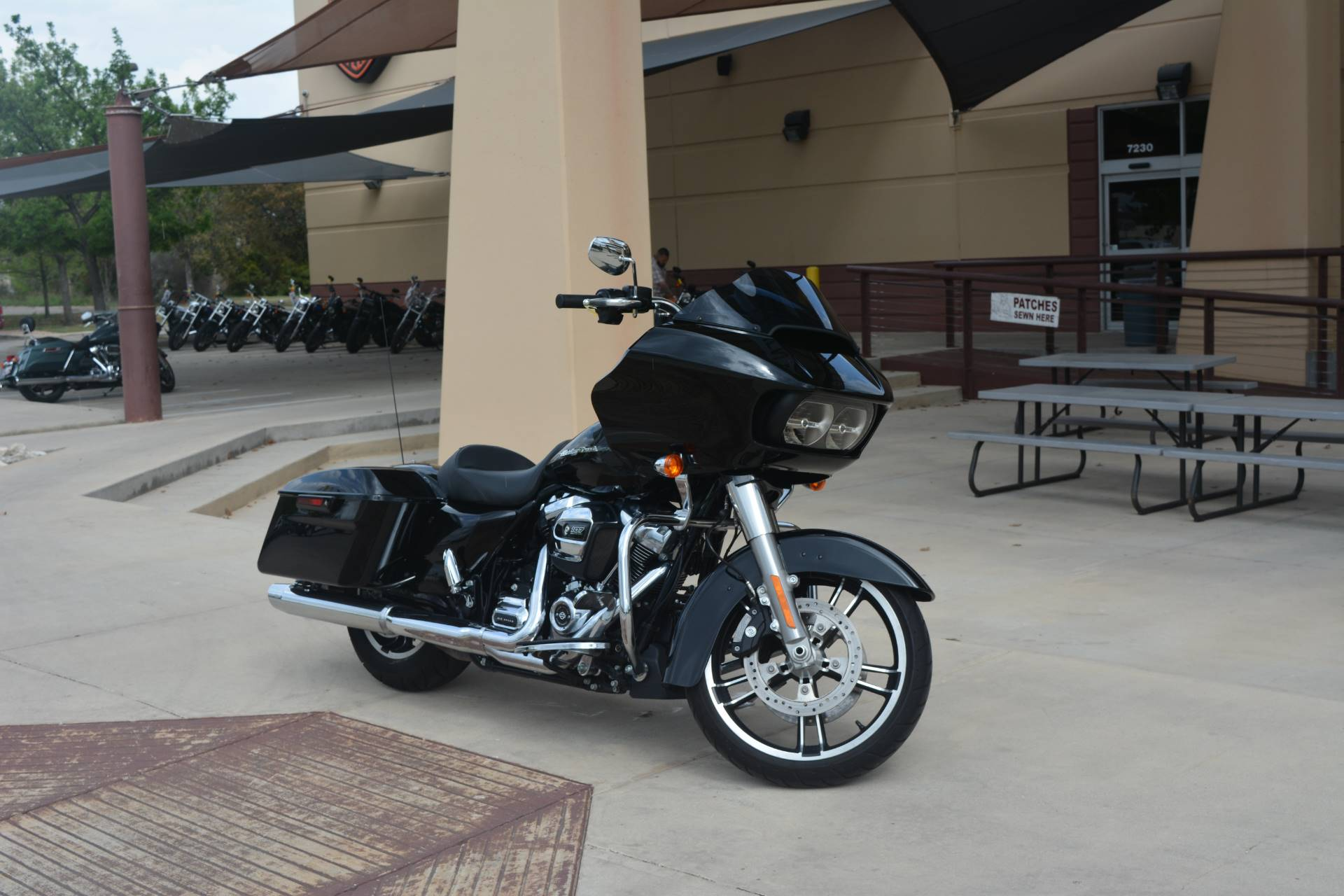 2017 Harley-Davidson Road Glide® Special in San Antonio, Texas - Photo 2
