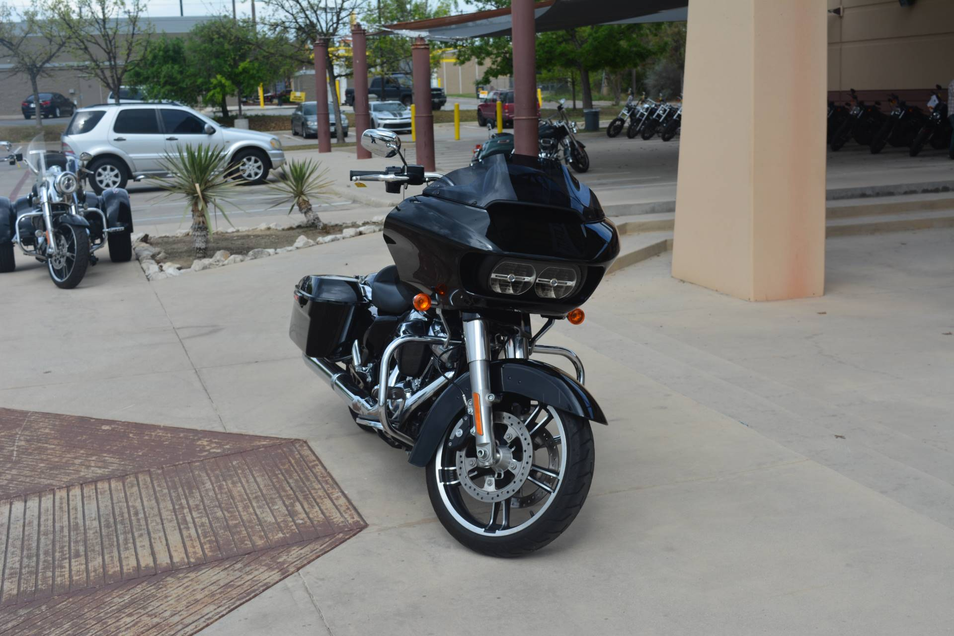 2017 Harley-Davidson Road Glide® Special in San Antonio, Texas - Photo 5