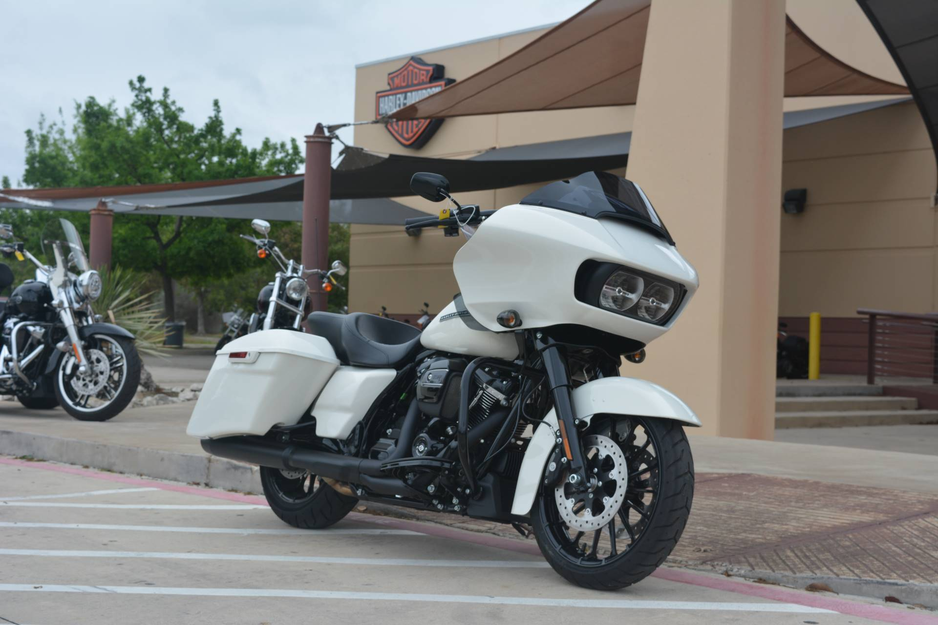2018 Harley-Davidson Road Glide® Special in San Antonio, Texas - Photo 2