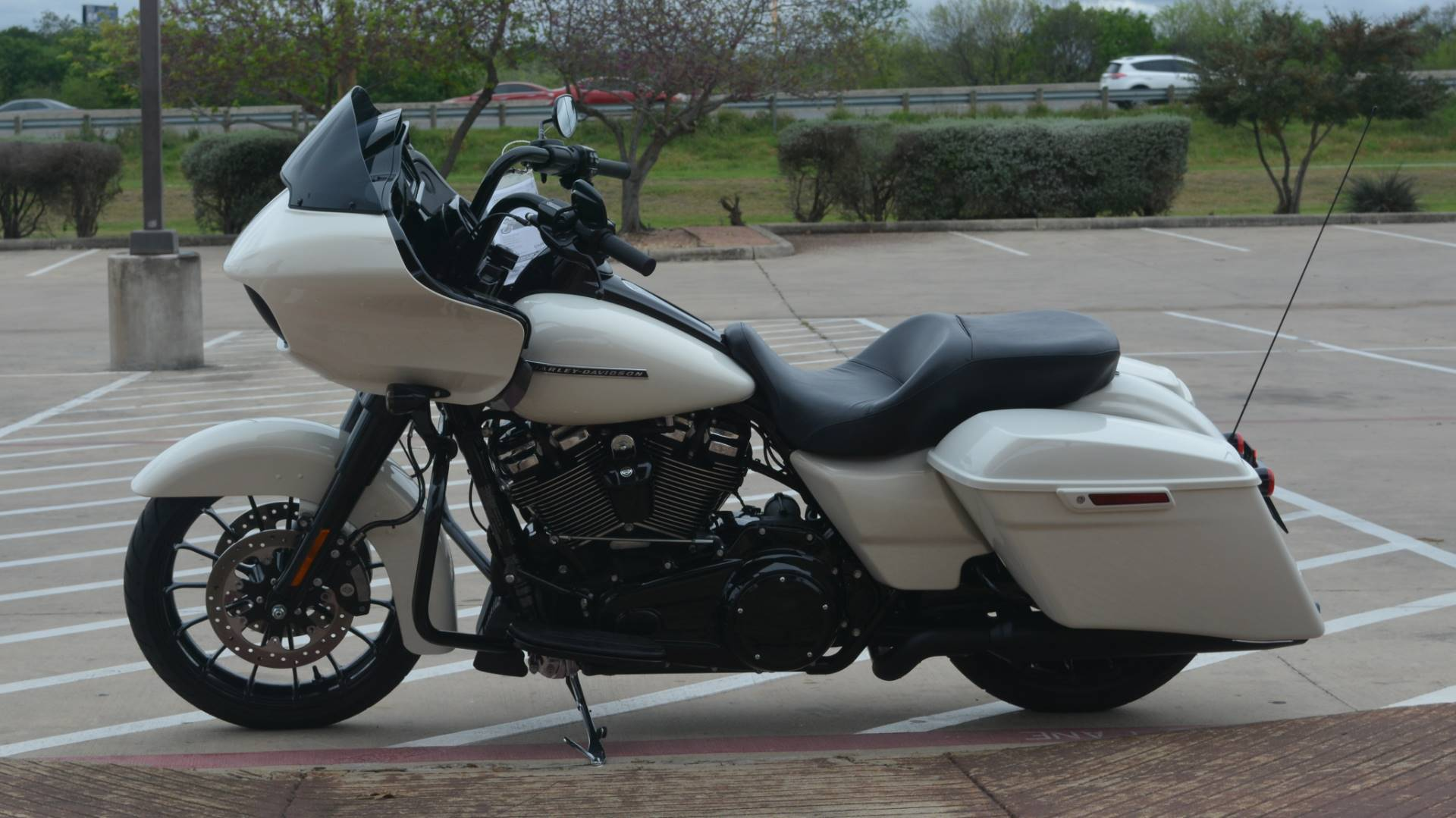 2018 Harley-Davidson Road Glide® Special in San Antonio, Texas - Photo 9