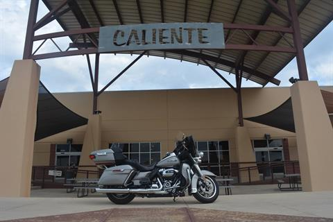 2017 Harley-Davidson Electra Glide® Ultra Classic® in San Antonio, Texas - Photo 2