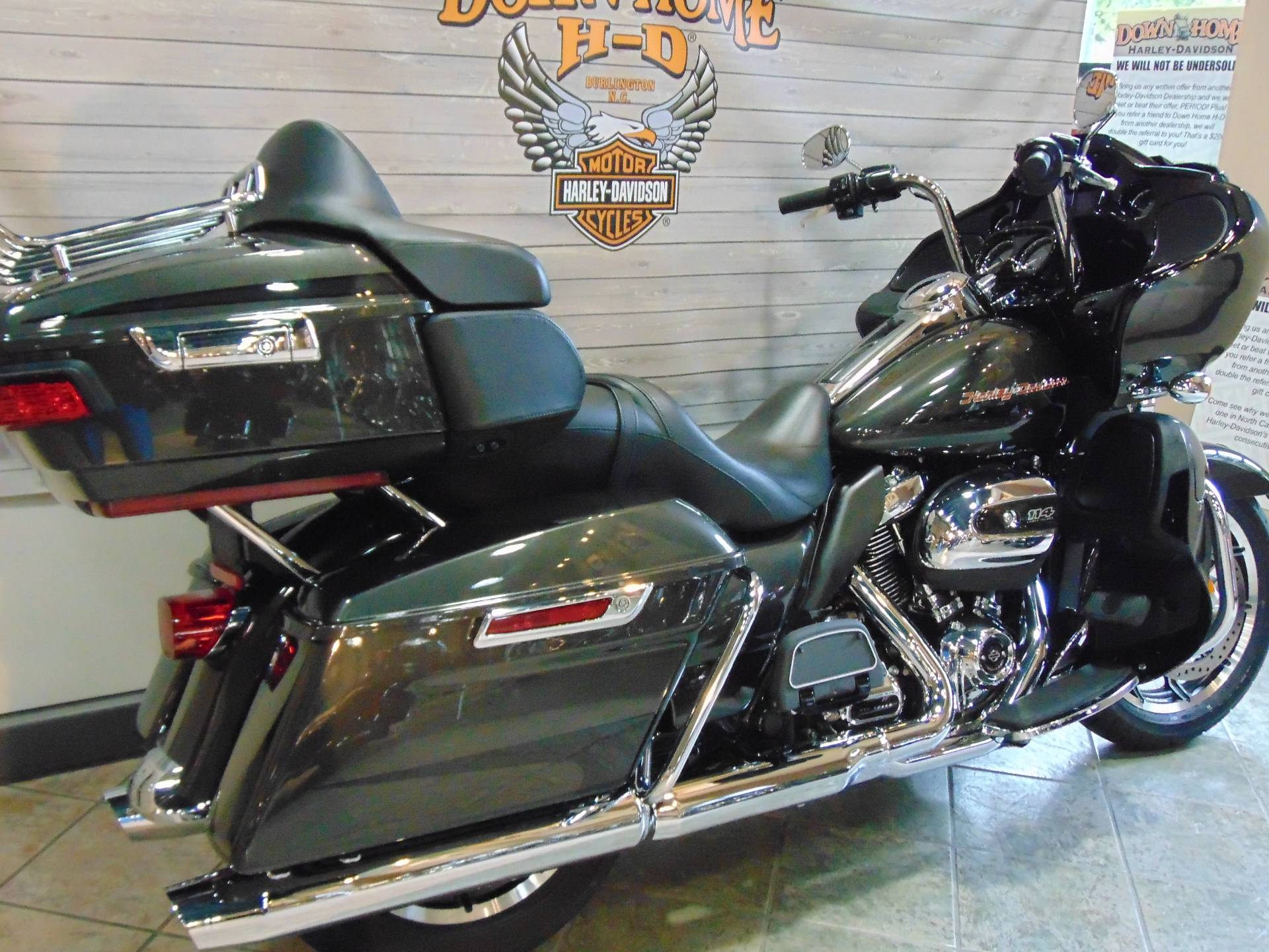 2019 Harley-Davidson Road Glide® Ultra in Burlington, North Carolina - Photo 2