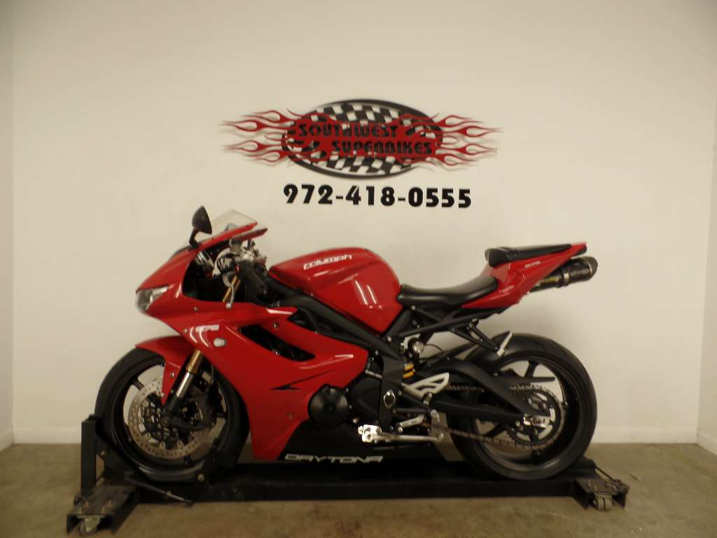 2012 Triumph Daytona 675 - Diablo Red in Dallas, Texas