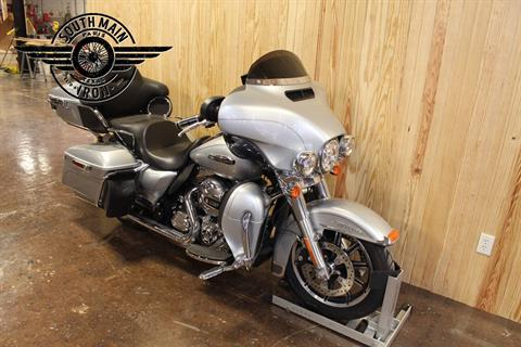 2015 Harley-Davidson Electra Glide® Ultra Classic® Low in Paris, Texas - Photo 2