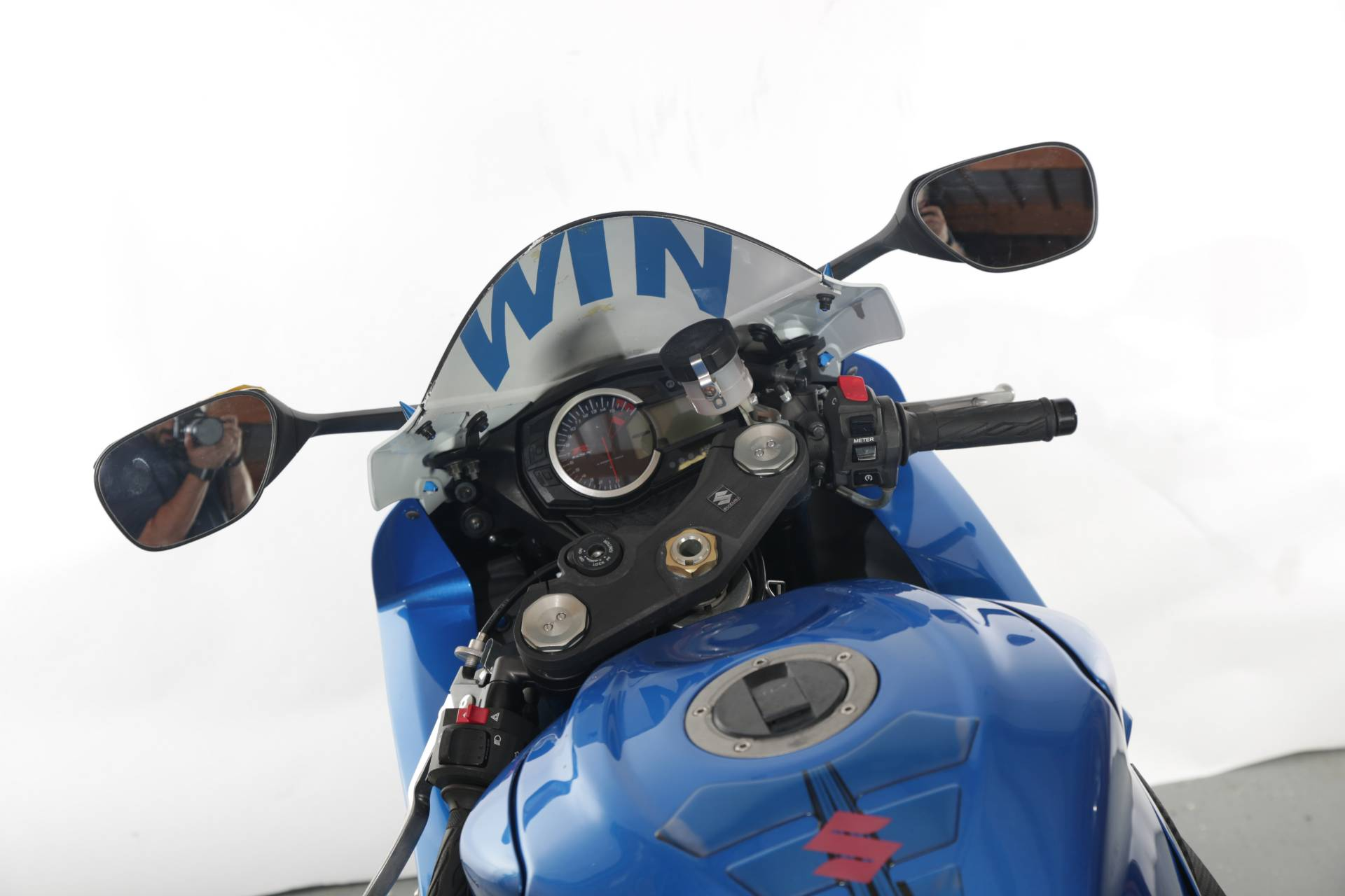2011 Suzuki GSXR600 in Lexington, North Carolina - Photo 2