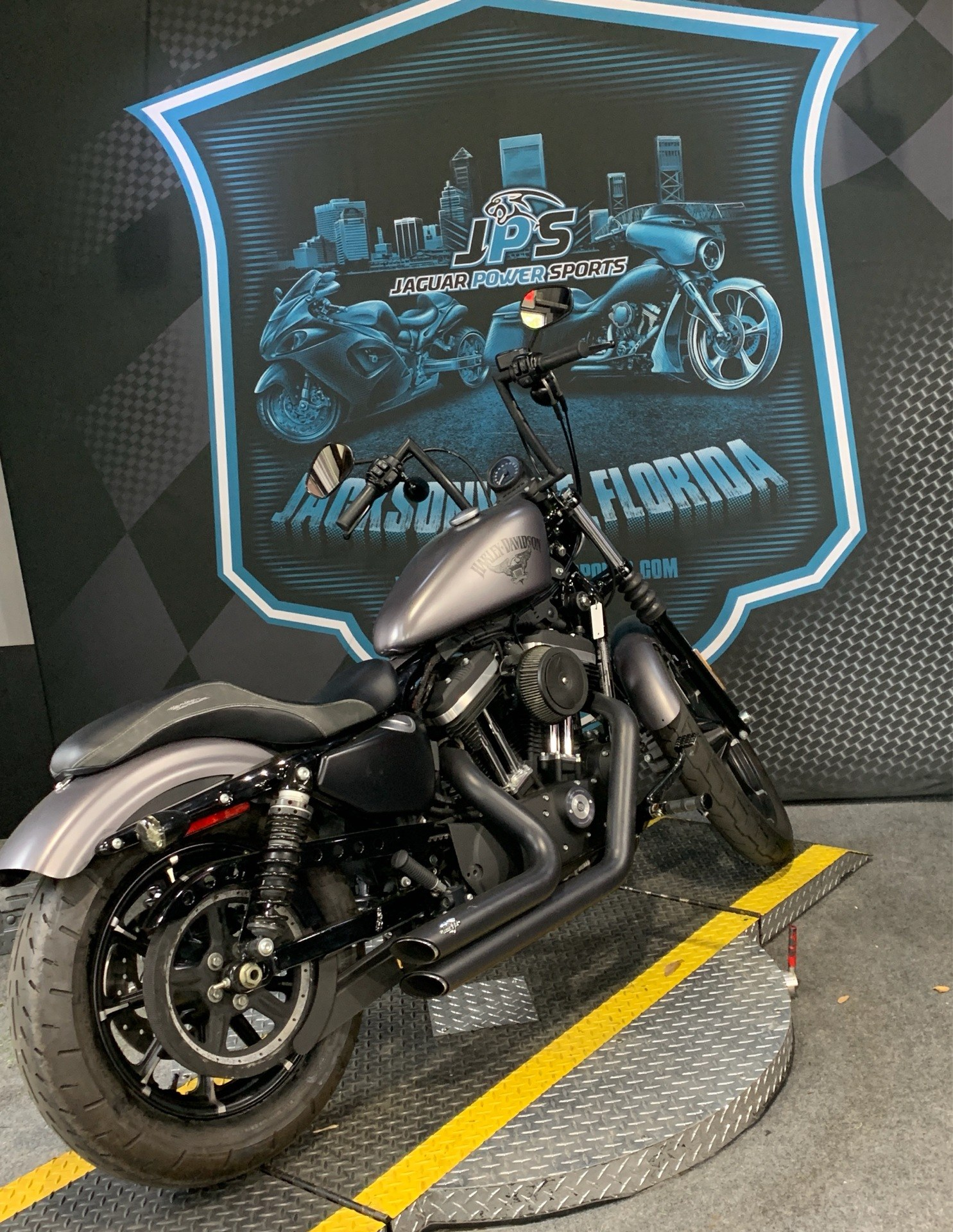 2017 Harley-Davidson Iron 883™ in Jacksonville, Florida - Photo 2