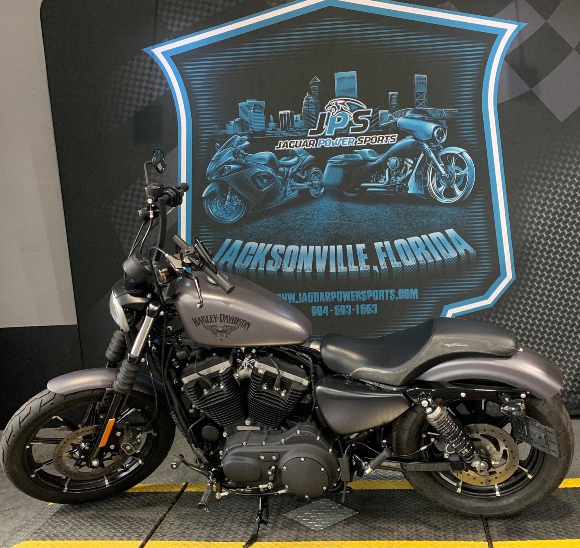 2017 Harley-Davidson Iron 883™ in Jacksonville, Florida - Photo 4