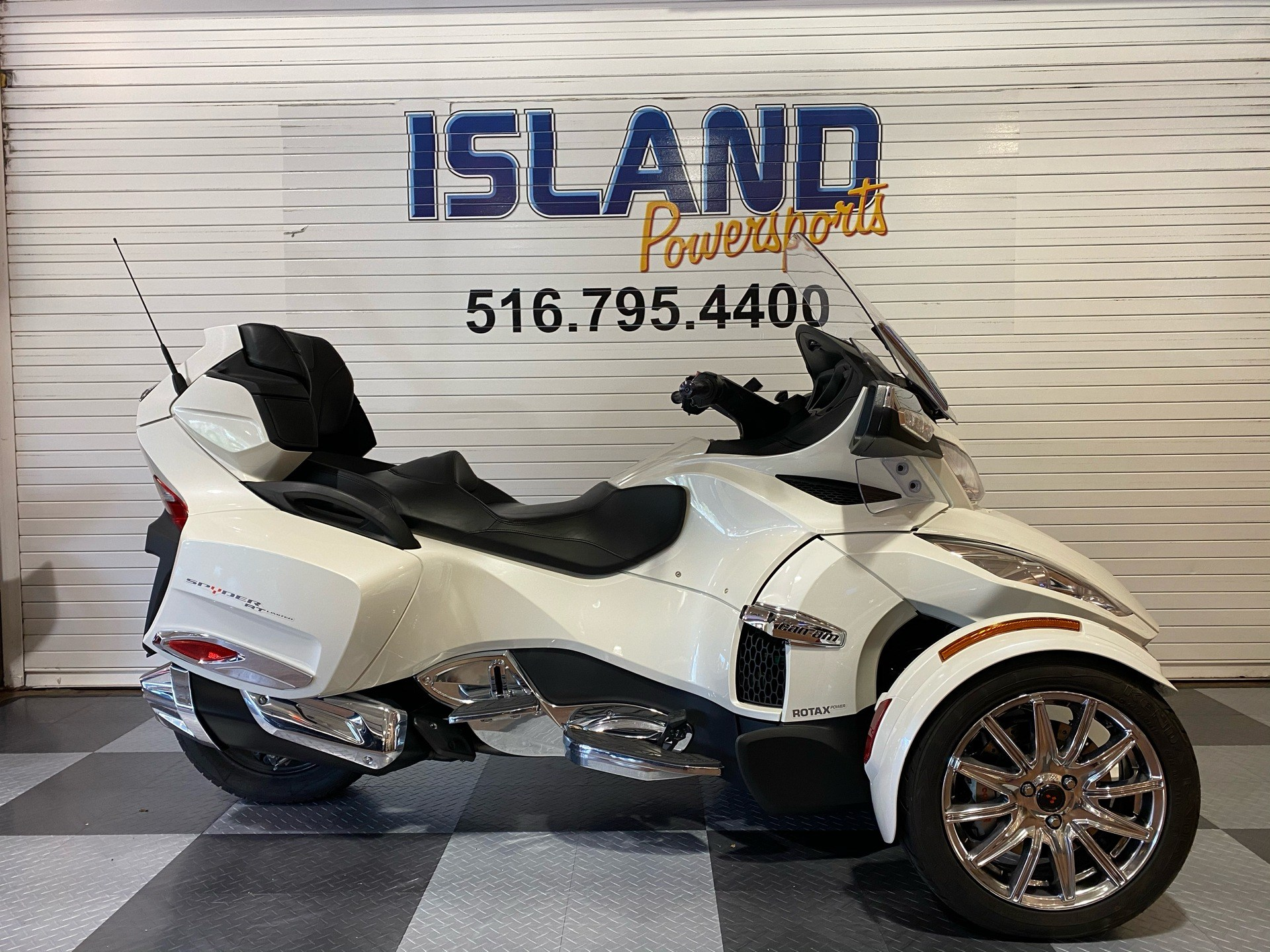 2017 Can-Am Spyder RT Limited in Massapequa, New York - Photo 1