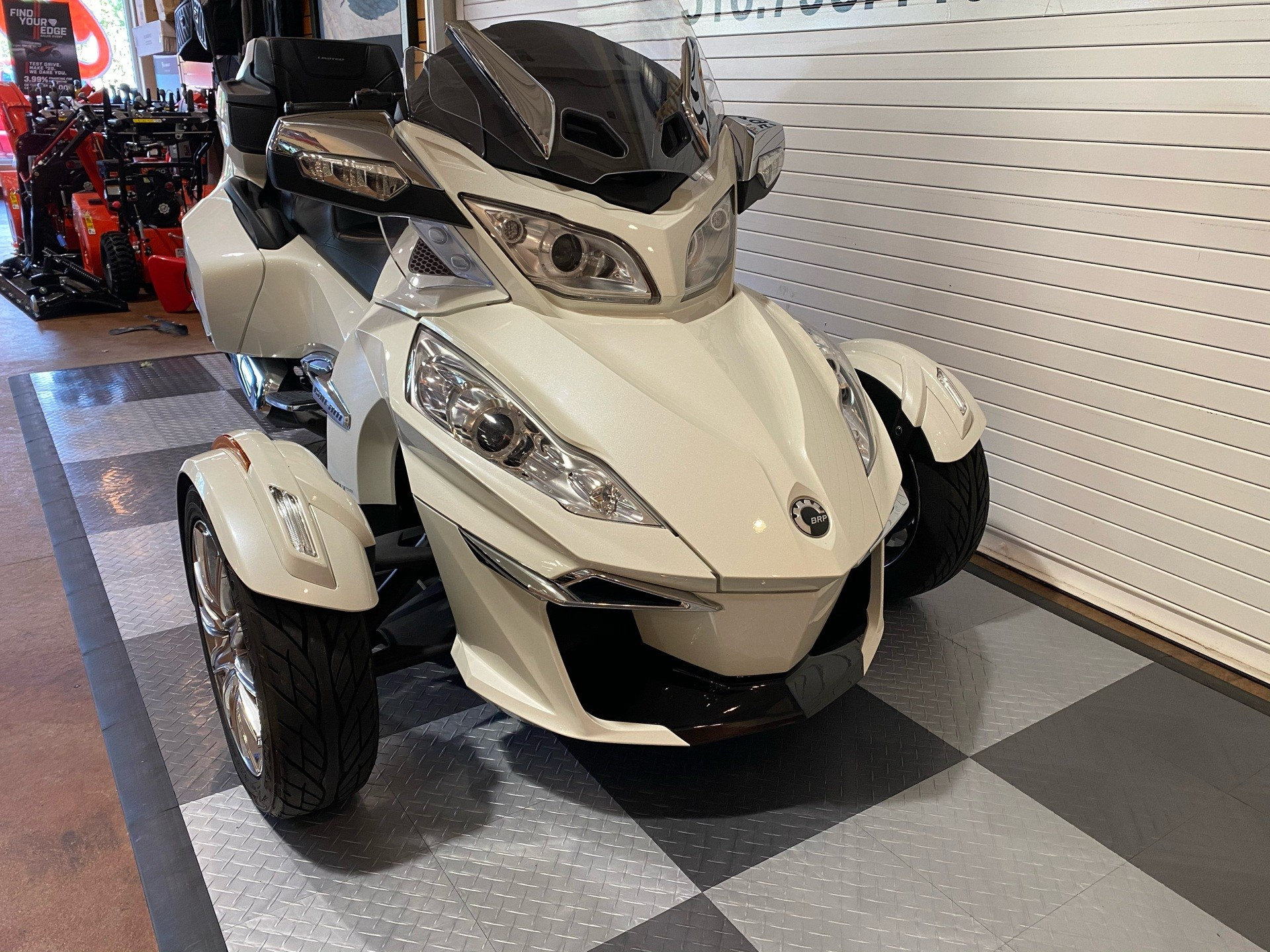 2017 Can-Am Spyder RT Limited in Massapequa, New York - Photo 2
