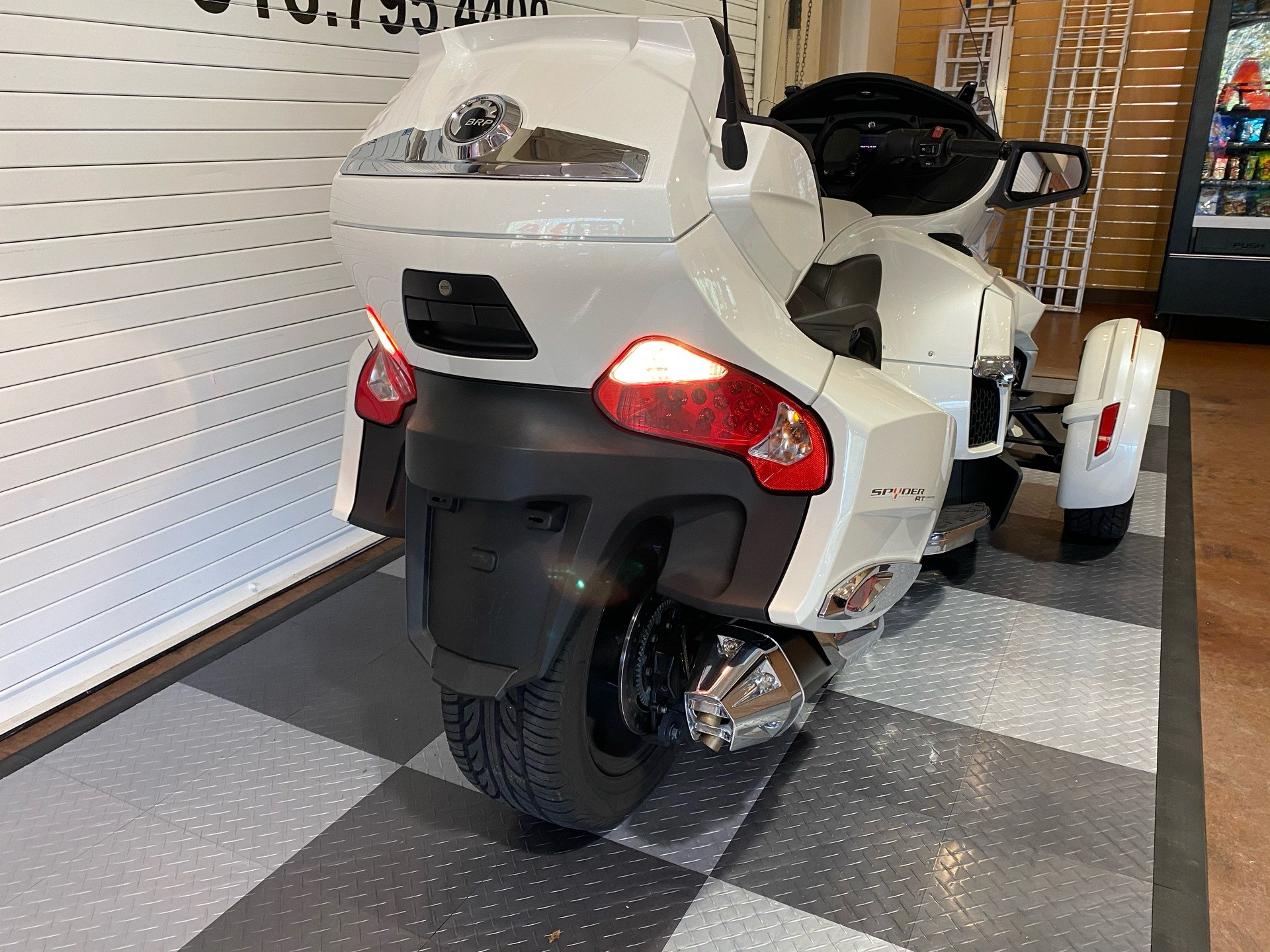 2017 Can-Am Spyder RT Limited in Massapequa, New York - Photo 3