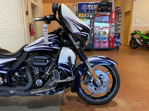 2016 Harley-Davidson CVO™ Street Glide® in Massapequa, New York - Photo 5