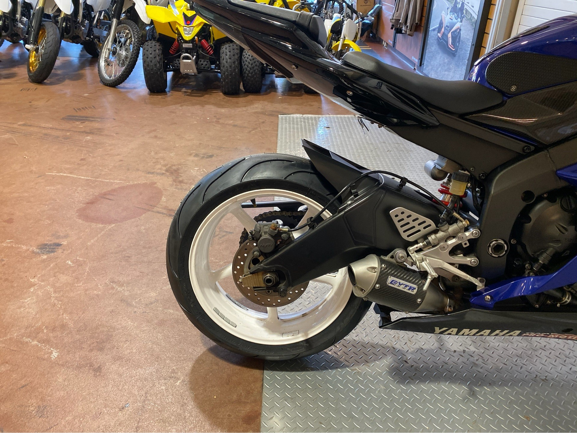 2006 Yamaha YZF-R6 10