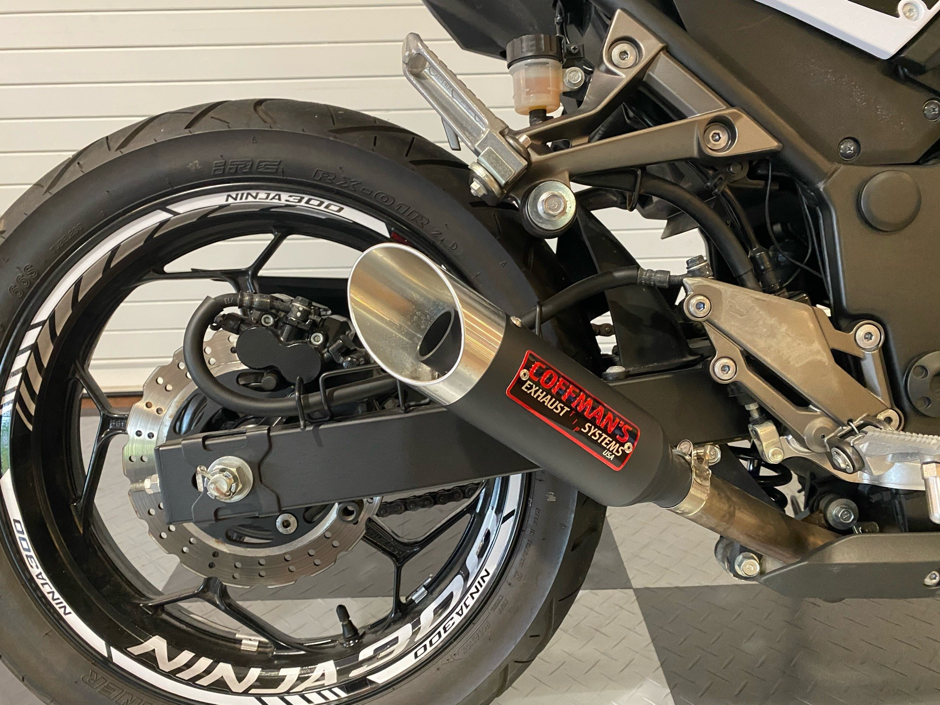 2014 Kawasaki Ninja® 300 SE in Massapequa, New York - Photo 7