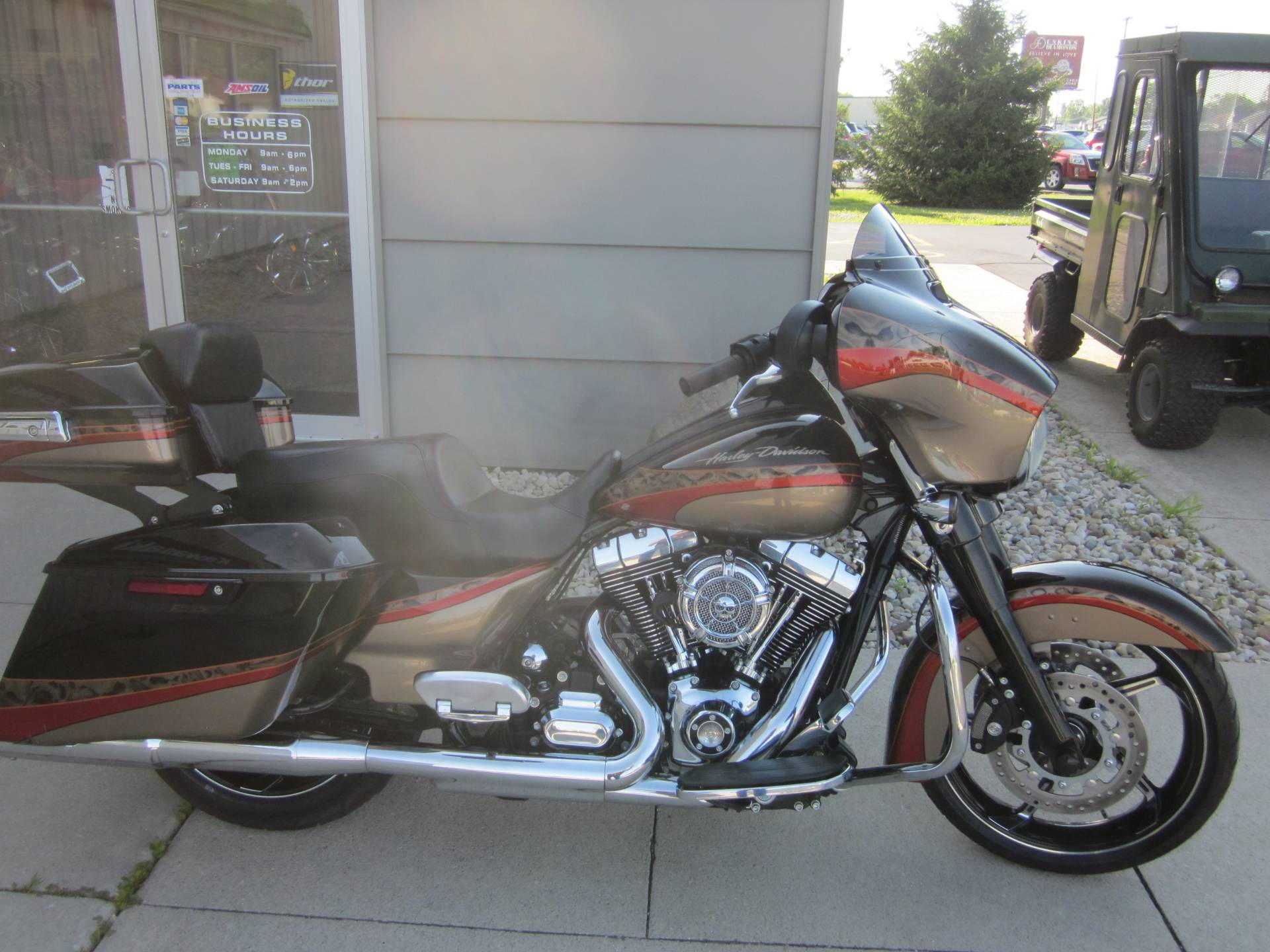 2016 Harley Davidson Street Glide in Lima, Ohio - Photo 2