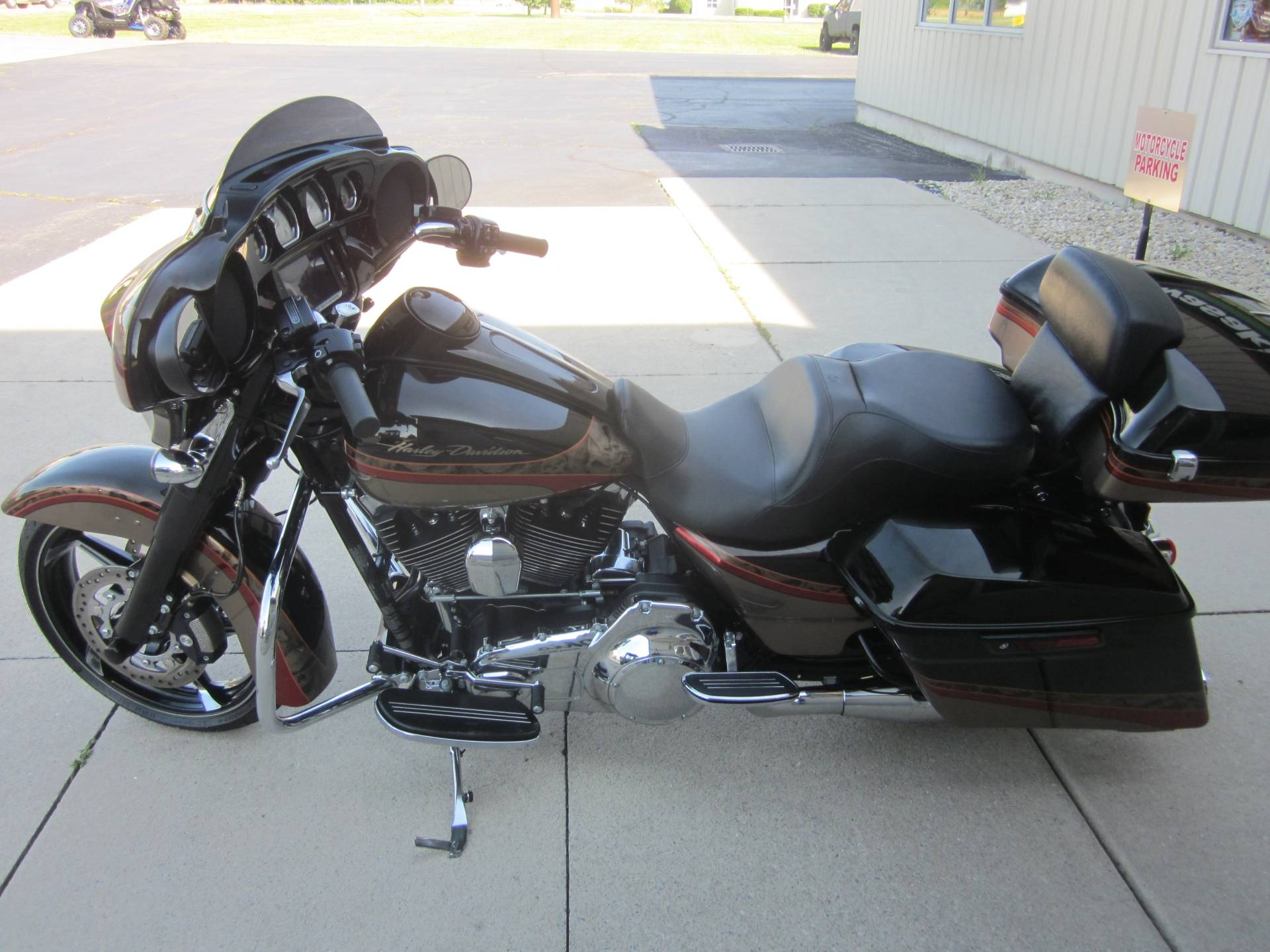 2016 Harley Davidson Street Glide in Lima, Ohio - Photo 5