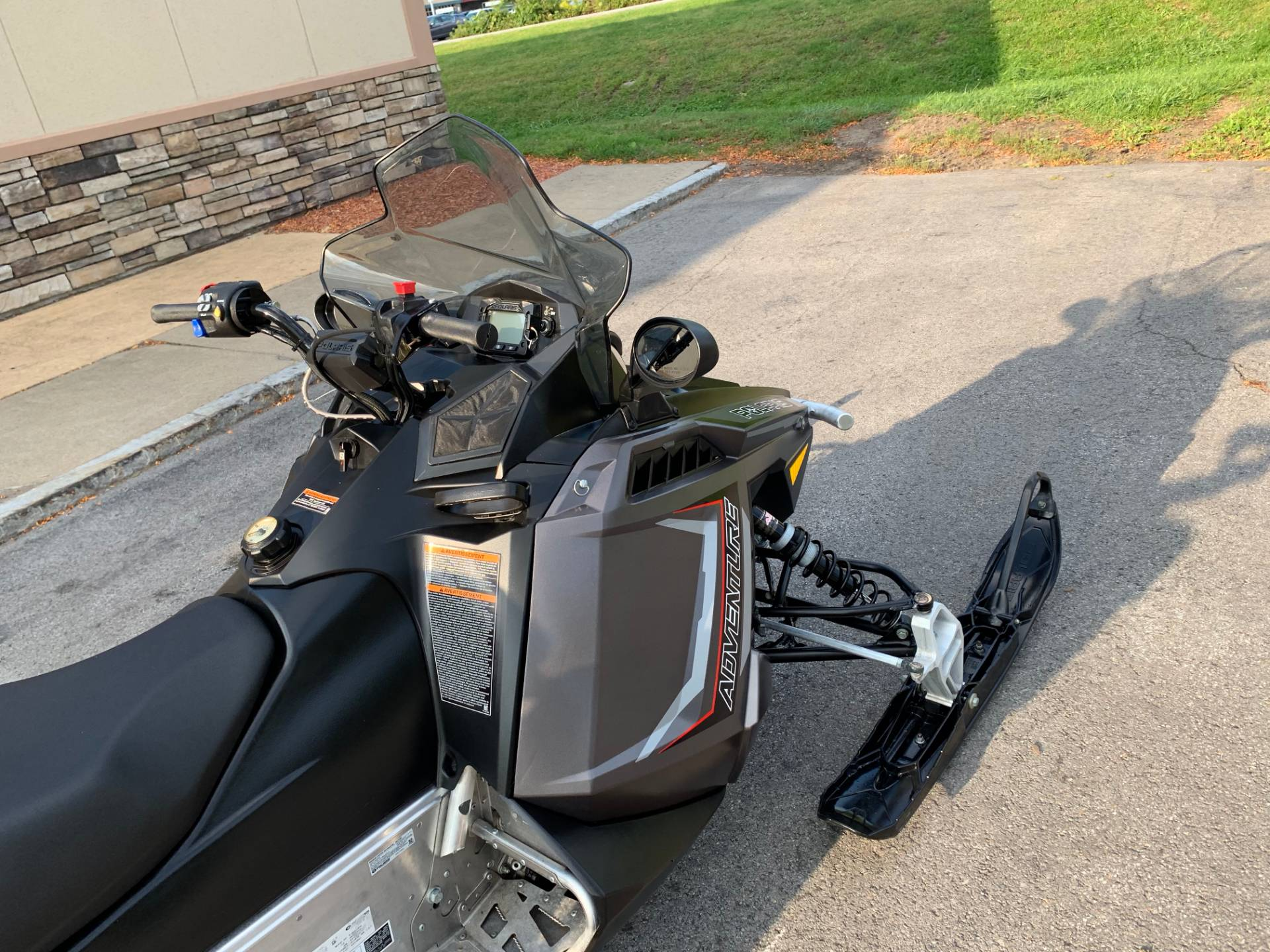 2019 Polaris 550 INDY Adventure 144 ES in Herkimer, New York - Photo 14