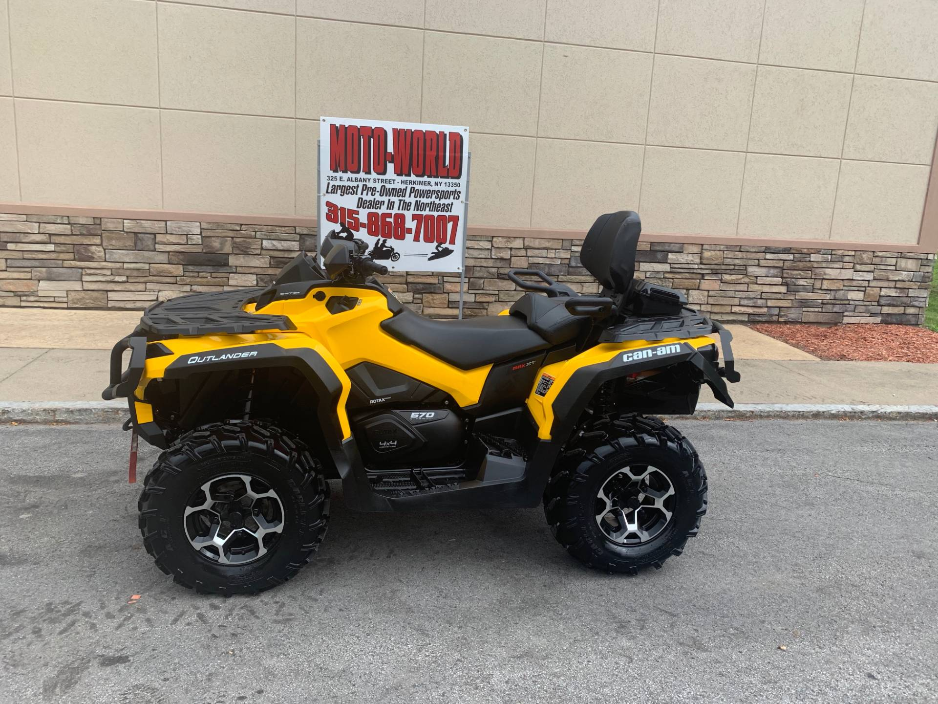 2016 Can-Am Outlander MAX XT 570 in Herkimer, New York - Photo 2