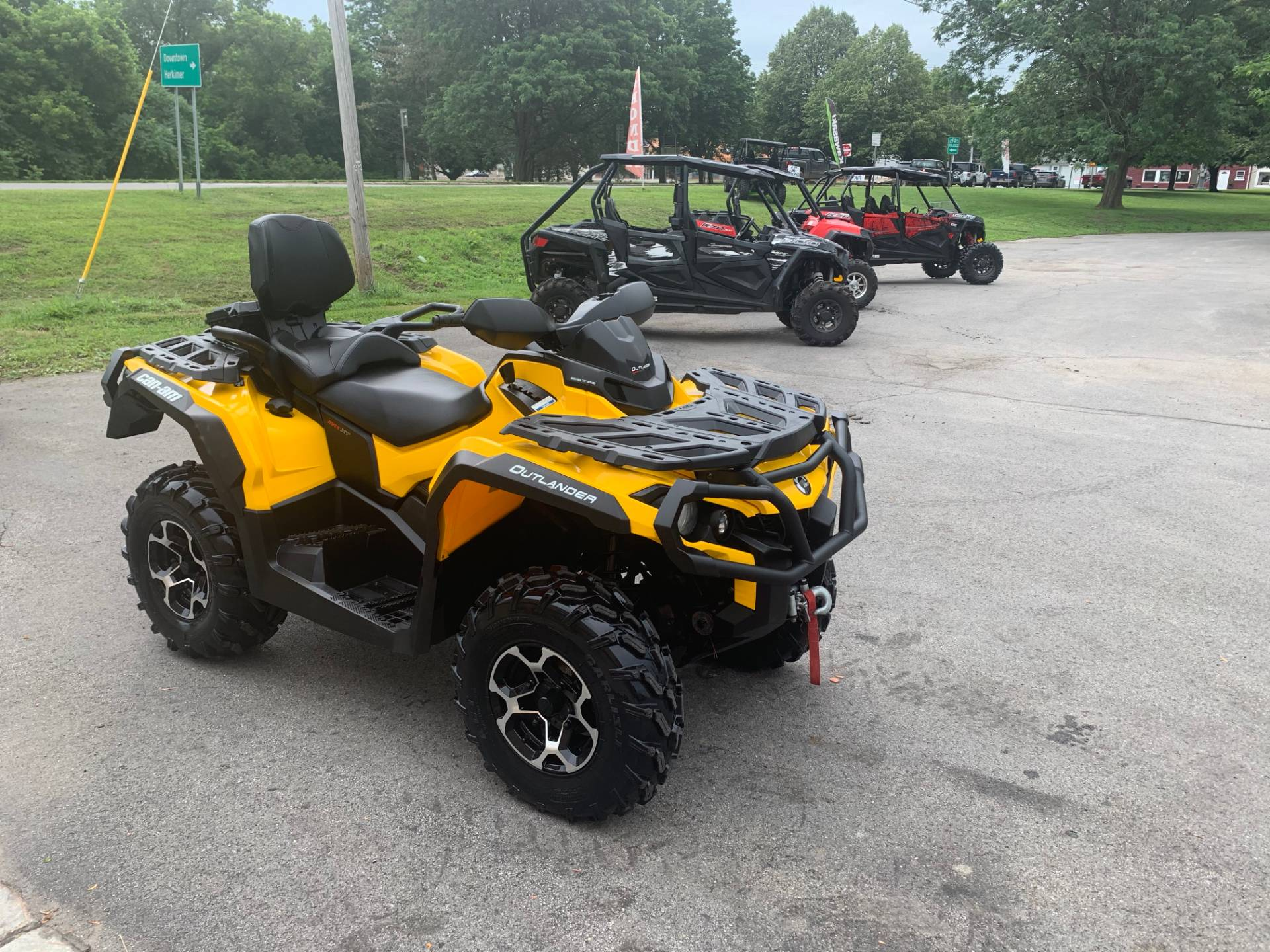 2016 Can-Am Outlander MAX XT 570 in Herkimer, New York - Photo 7