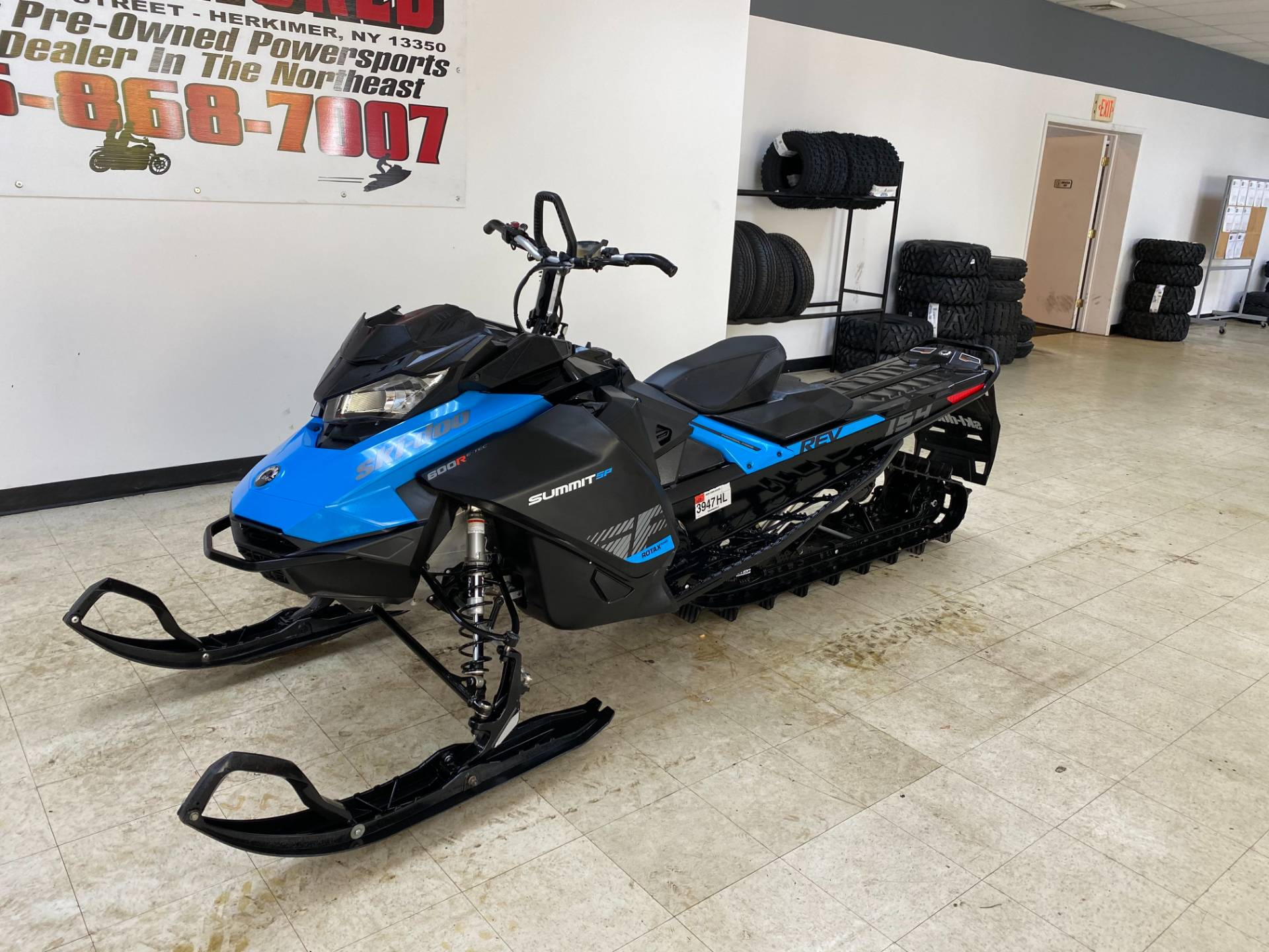 2019 Ski-Doo Summit SP 154 600R E-TEC SHOT PowderMax Light 2.5 w/ FlexEdge in Herkimer, New York - Photo 4