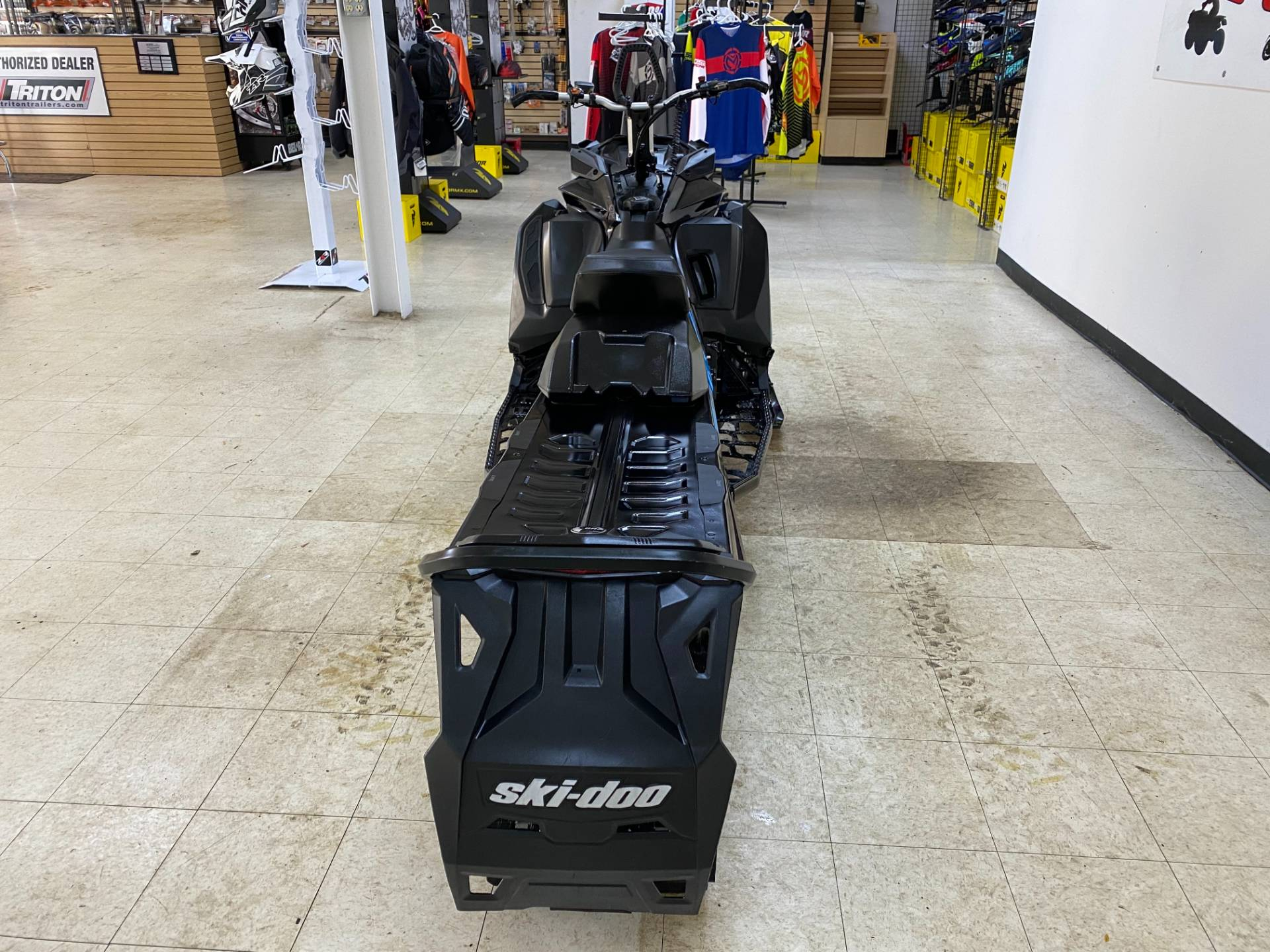 2019 Ski-Doo Summit SP 154 600R E-TEC SHOT PowderMax Light 2.5 w/ FlexEdge in Herkimer, New York - Photo 11