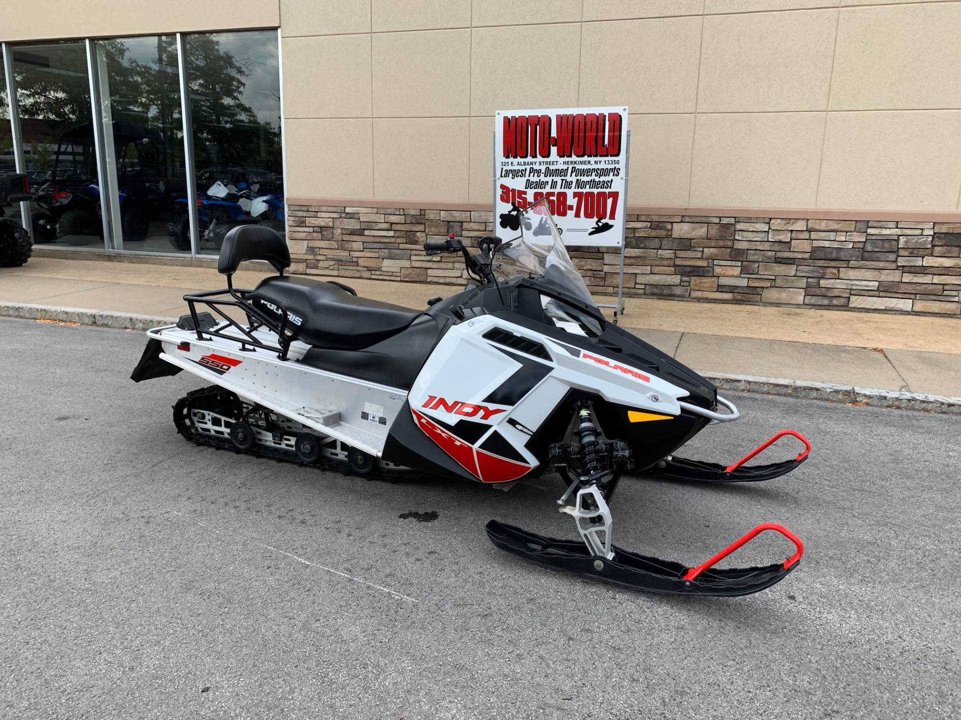 2019 Polaris 550 INDY LXT ES in Herkimer, New York - Photo 2